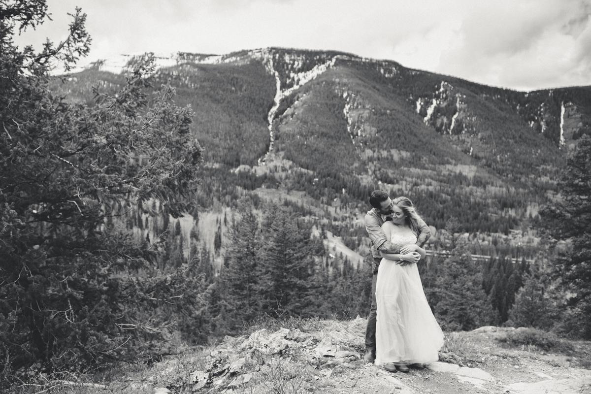 127-elopement--photography--colorado--mountain--vail--snow--intimate--wedding.jpg