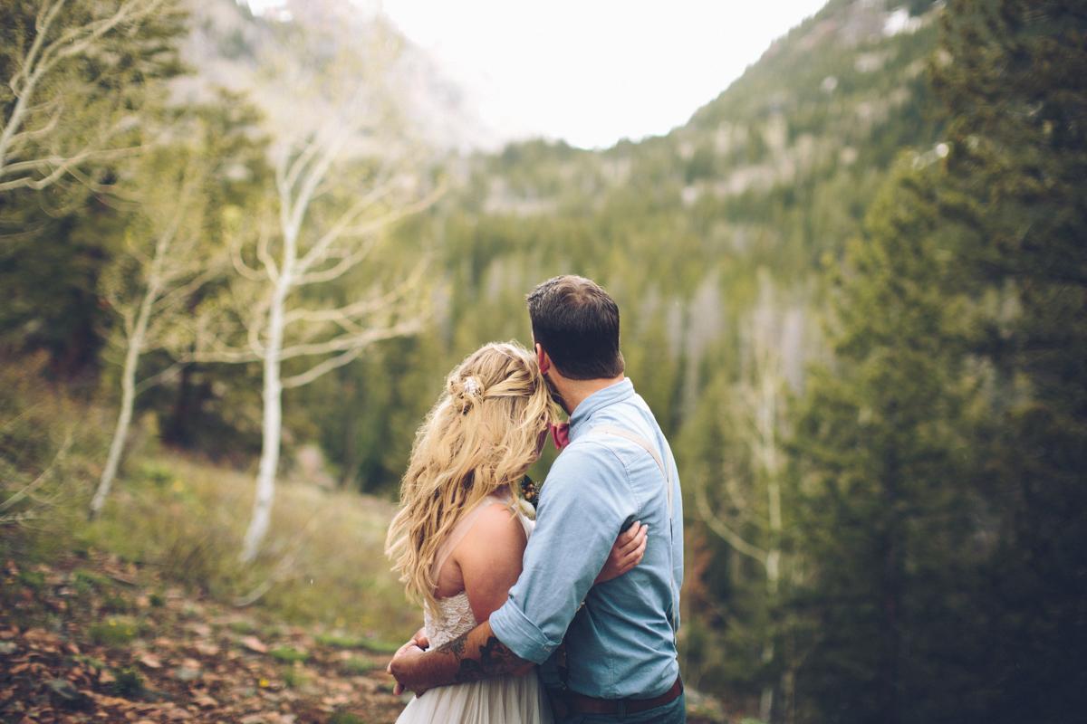148-elopement--photography--colorado--mountain--vail--snow--intimate--wedding.jpg