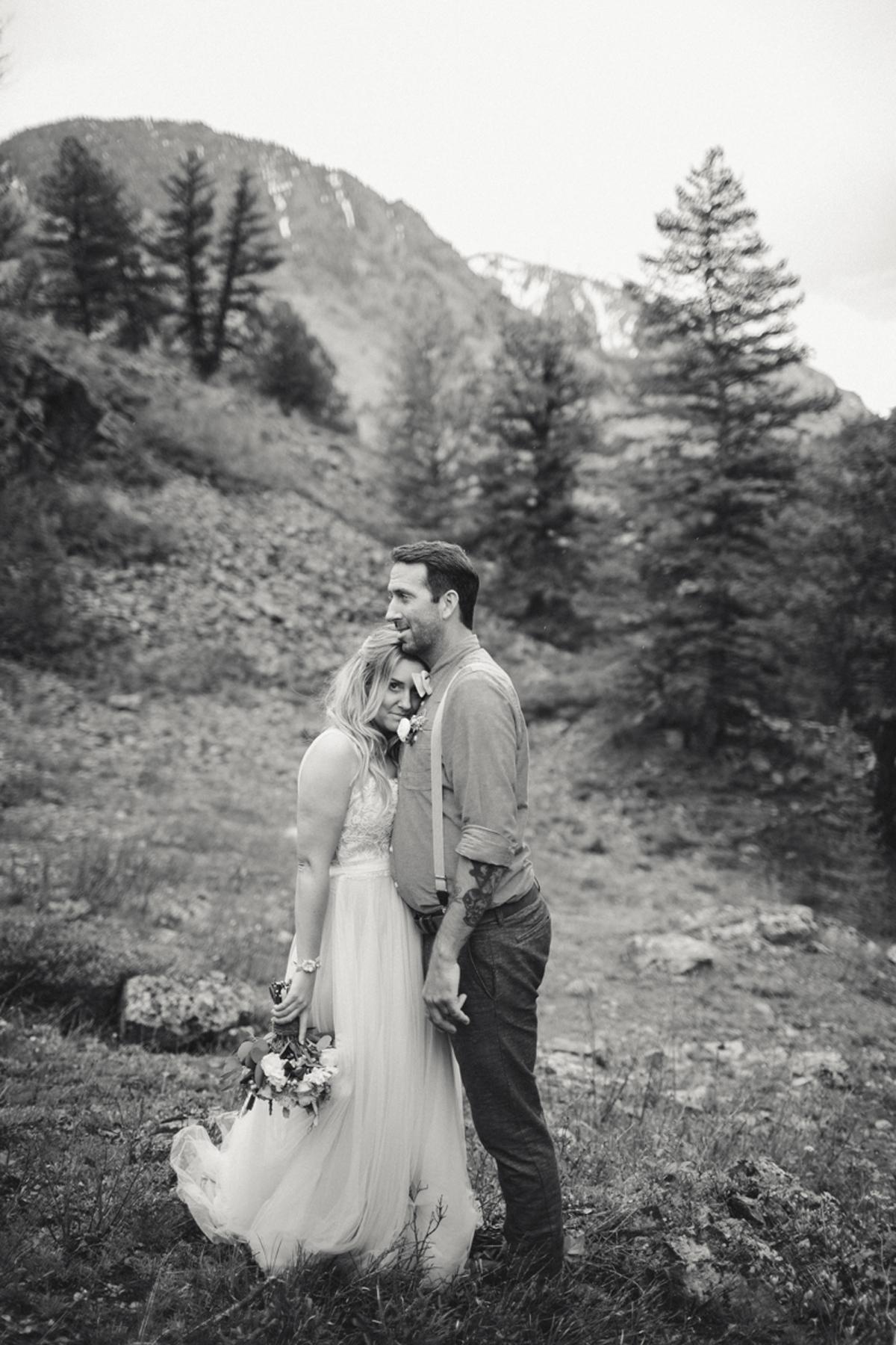 160-elopement--photography--colorado--mountain--vail--snow--intimate--wedding.jpg