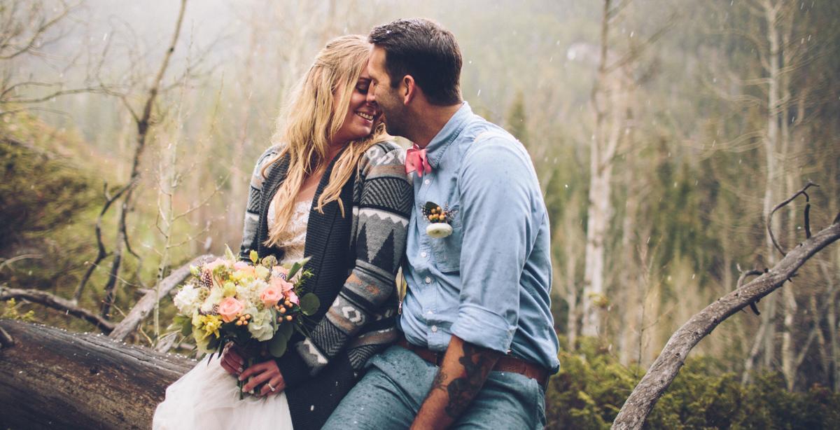 167-elopement--photography--colorado--mountain--vail--snow--intimate--wedding.jpg