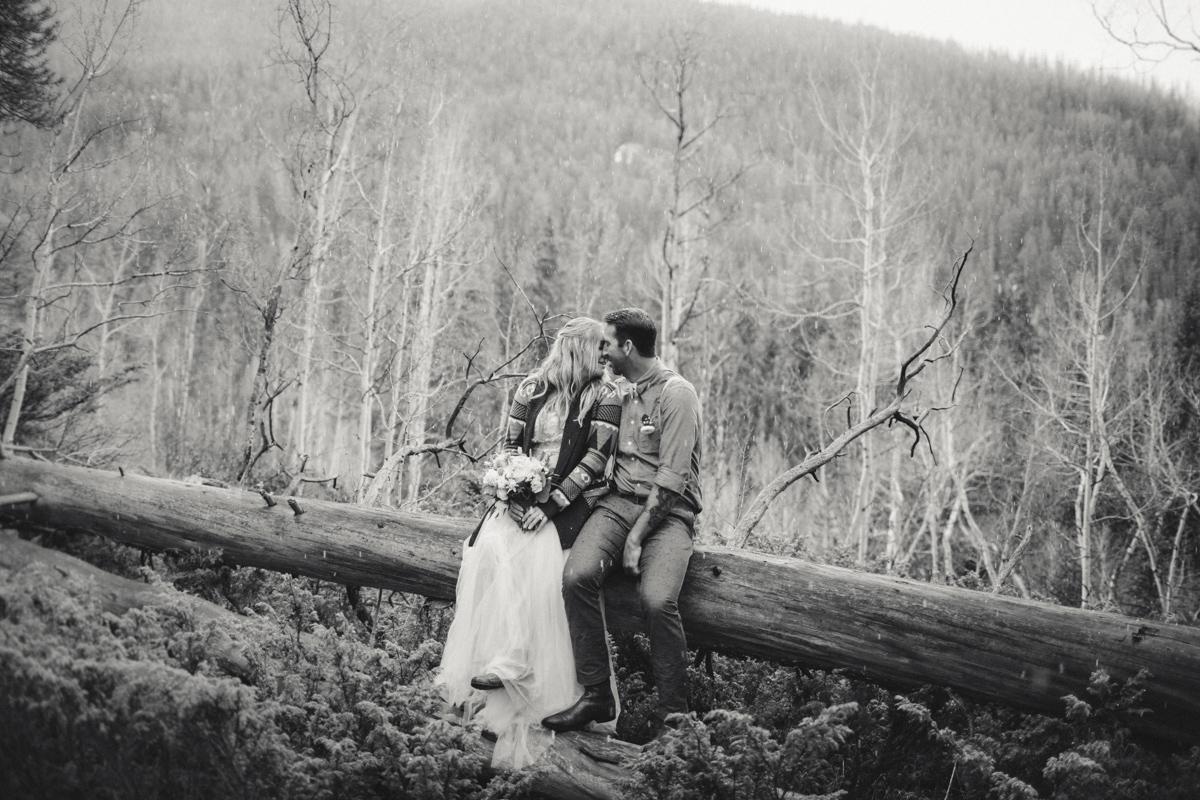 170-elopement--photography--colorado--mountain--vail--snow--intimate--wedding.jpg