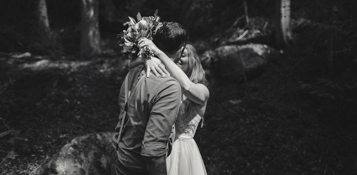 187-elopement--photography--colorado--mountain--vail--snow--intimate--wedding.jpg