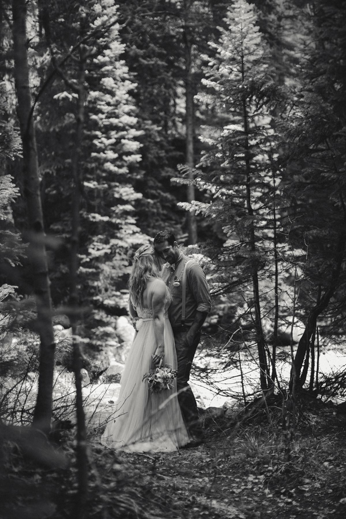 186-elopement--photography--colorado--mountain--vail--snow--intimate--wedding.jpg