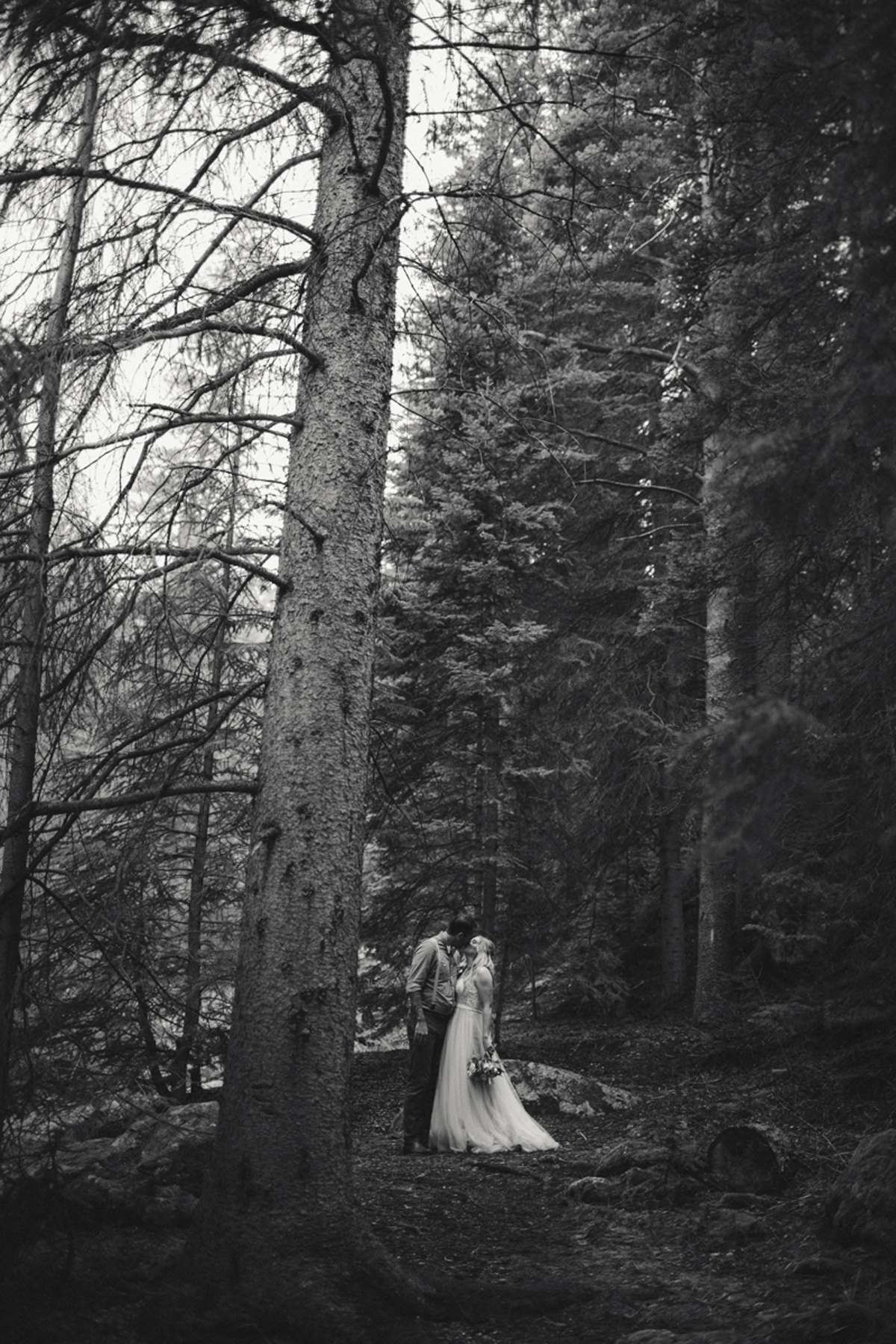 188-elopement--photography--colorado--mountain--vail--snow--intimate--wedding.jpg