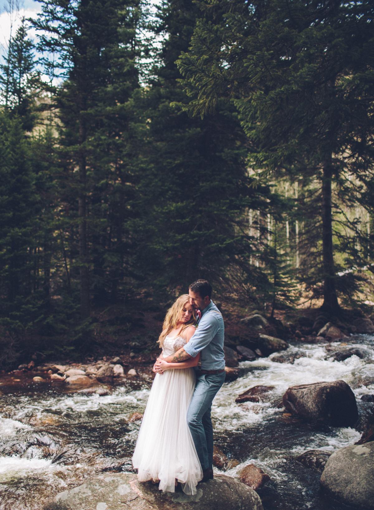 189-elopement--photography--colorado--mountain--vail--snow--intimate--wedding.jpg