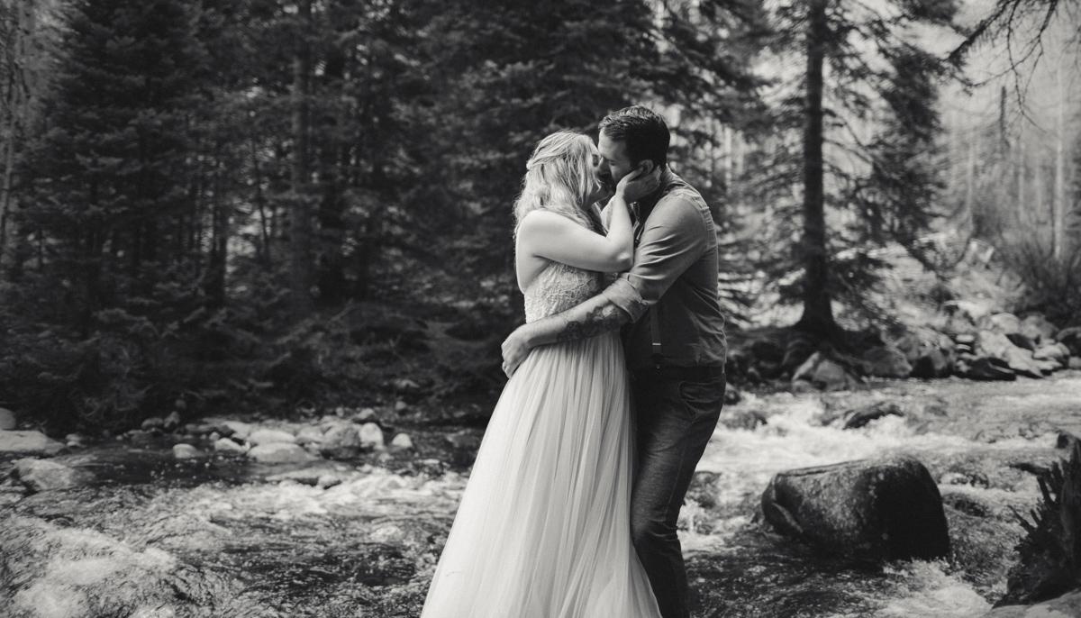 190-elopement--photography--colorado--mountain--vail--snow--intimate--wedding.jpg