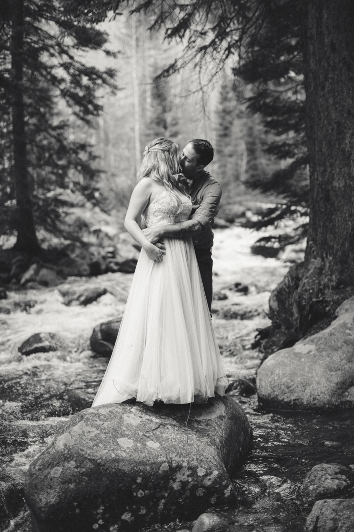 195-elopement--photography--colorado--mountain--vail--snow--intimate--wedding.jpg