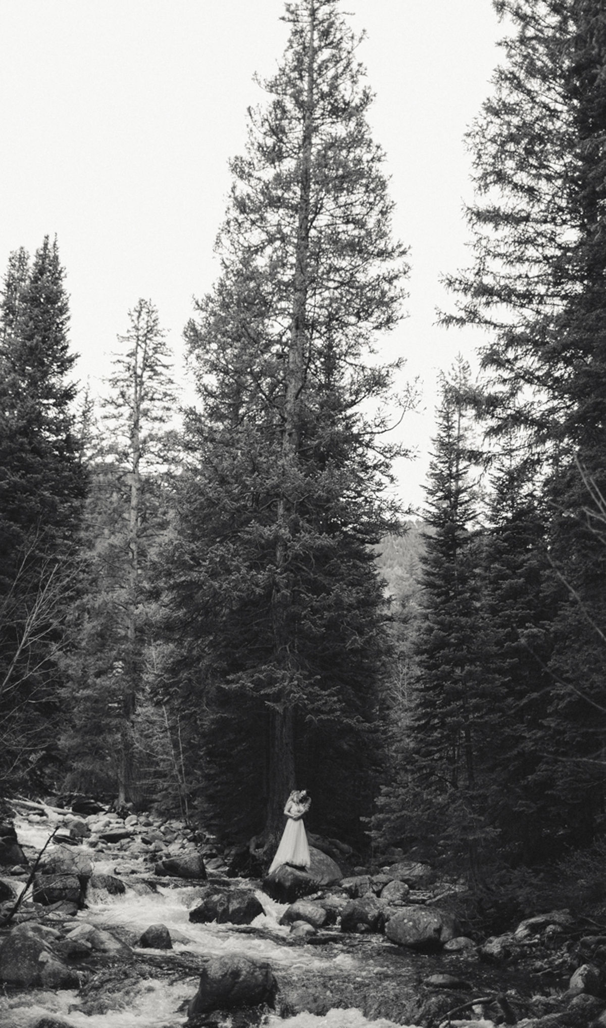 194-elopement--photography--colorado--mountain--vail--snow--intimate--wedding.jpg