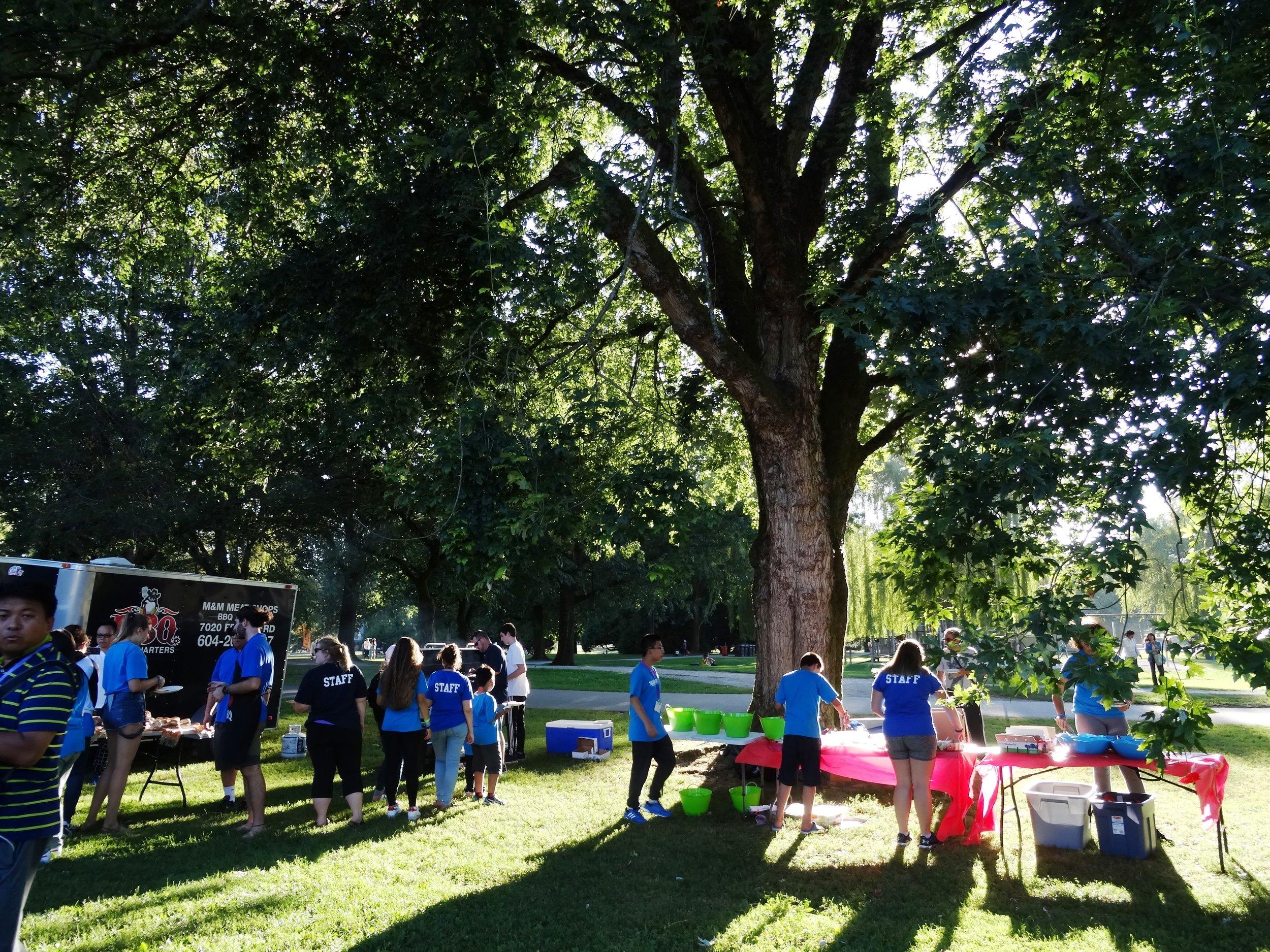 スタンレーパークの後は途中の広い公園でBBQの夕飯