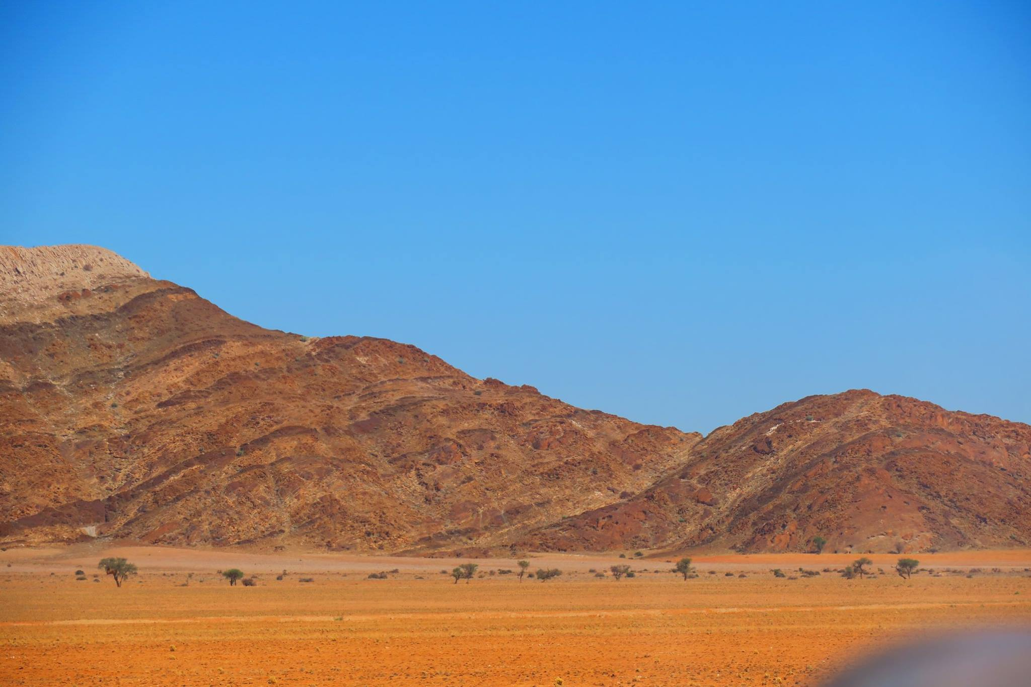 地質学をしてる人はアフリカ楽しいだろうなぁと何度も思うほど山肌や土の色がどんどん変化しました。