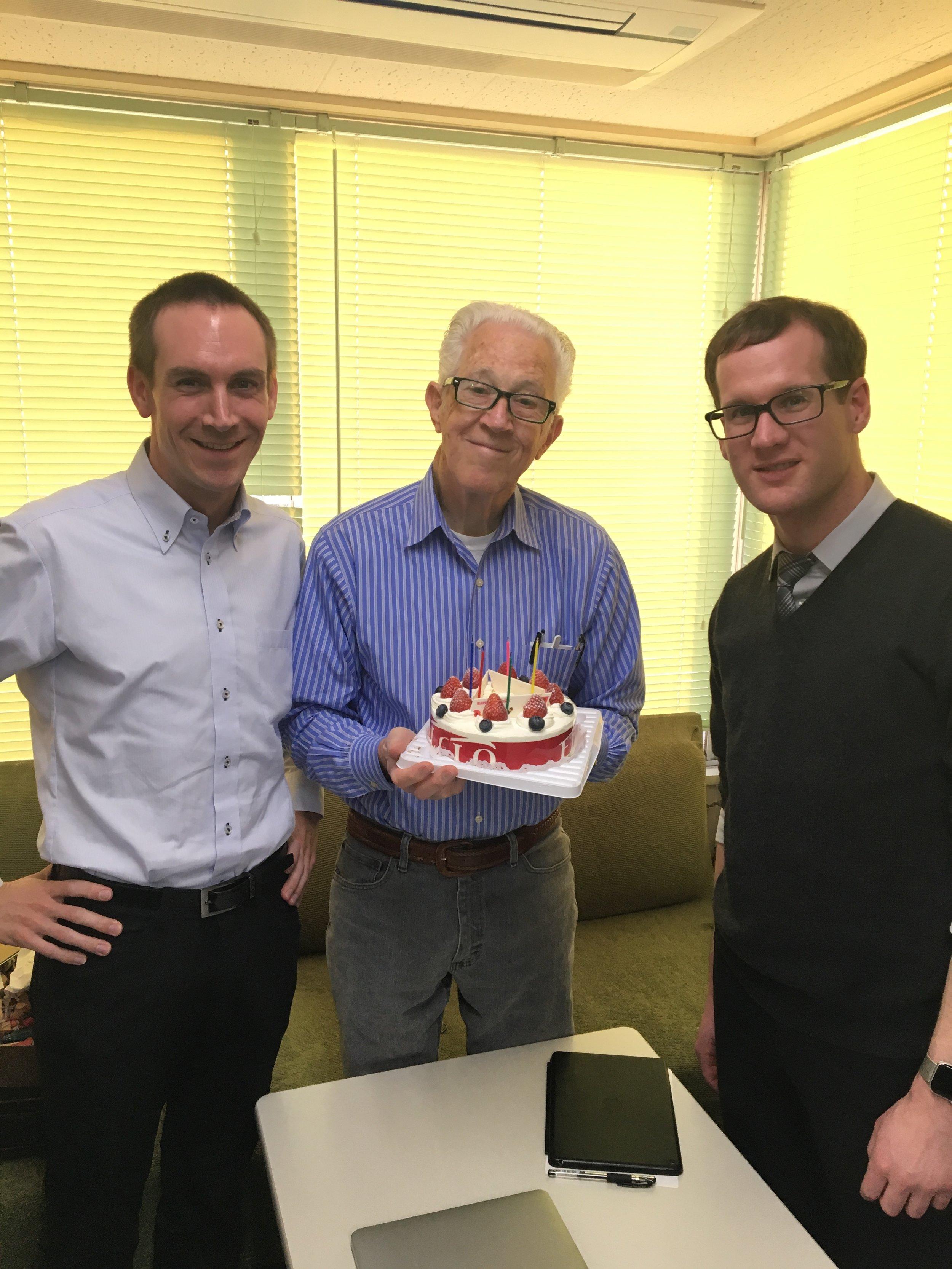 同じく11月誕生日のJeremy、Stevenと一緒に:) 校長の何とも言えない柔らかな表情に注目です☆