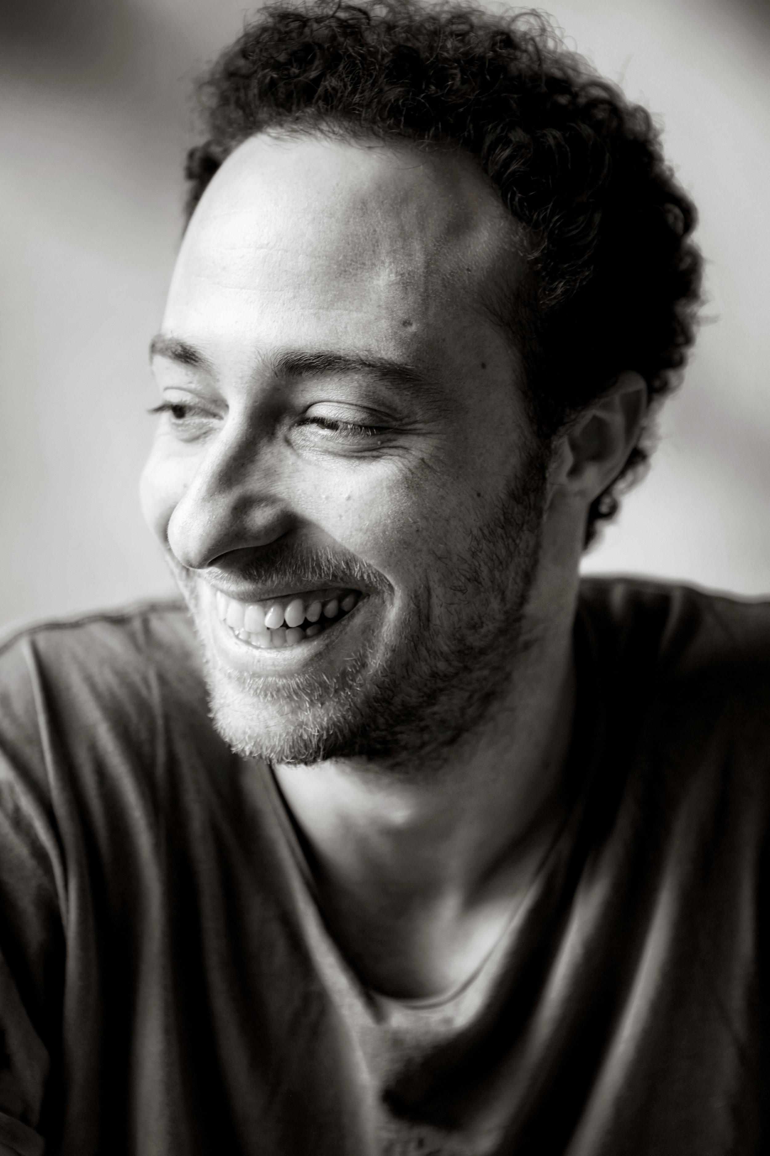 Gilberto met de kenmerkende lach. 'Mijn clowntjeskant. Zo kan ik anderen op afstand houden.'