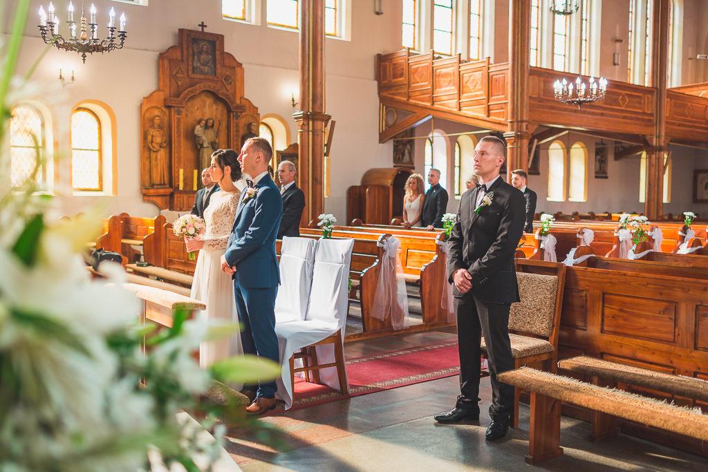 Ślub kościelny i wesele w Bytowie - reportaż ślubny.