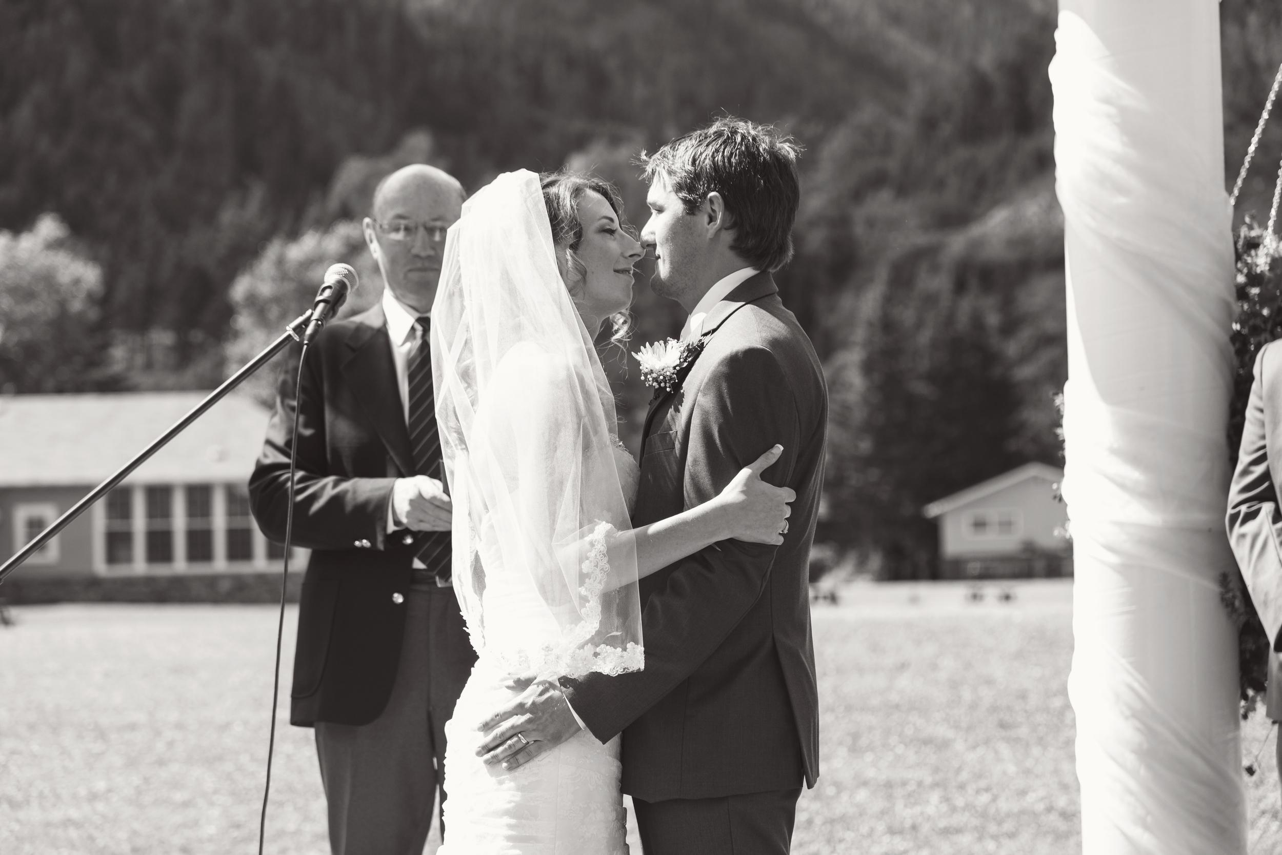 TJ_Wedding_212_bw.jpg