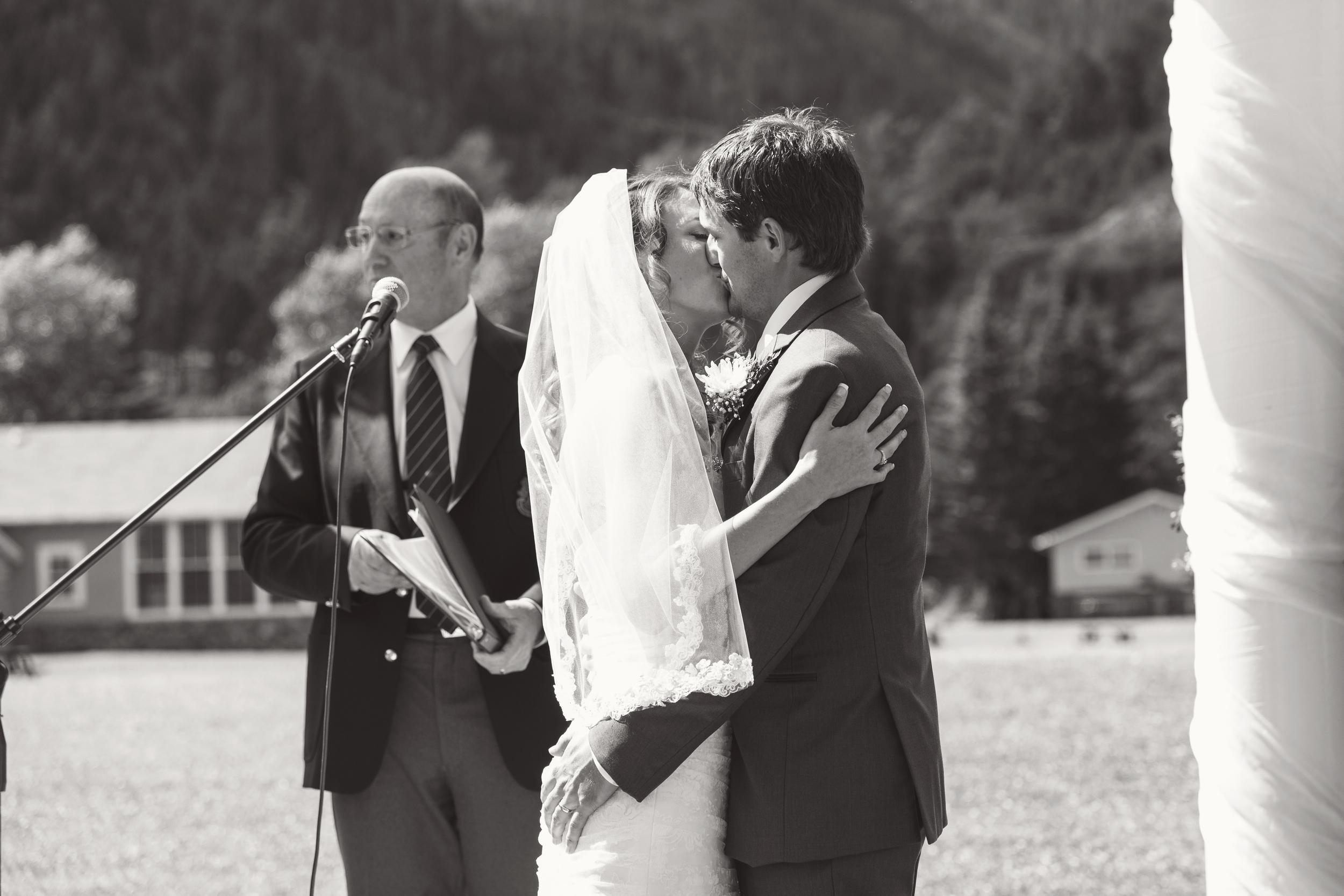 TJ_Wedding_211_bw.jpg