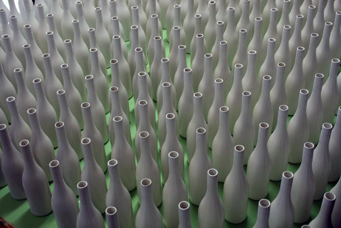 ceramics_wine_bottles_modern.jpg