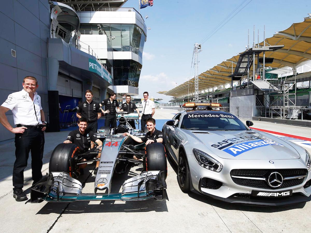 Mercedes_Pitlane-FP.jpg