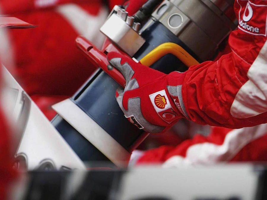 2 Refuelling Bahrain 2006 Ferrari.jpg