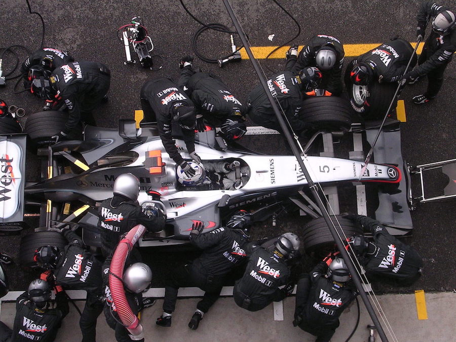 3 Refuelling F1 Monza 2004.jpg