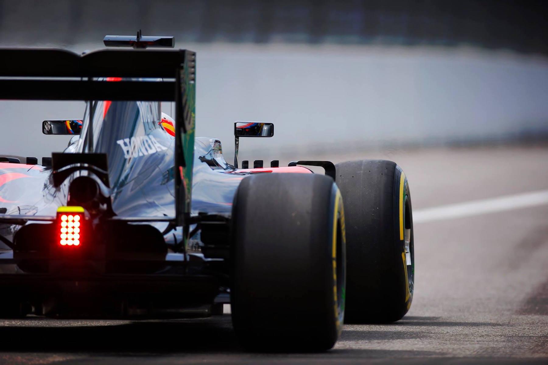 6 ALO McLaren FP Sochi copy.jpg