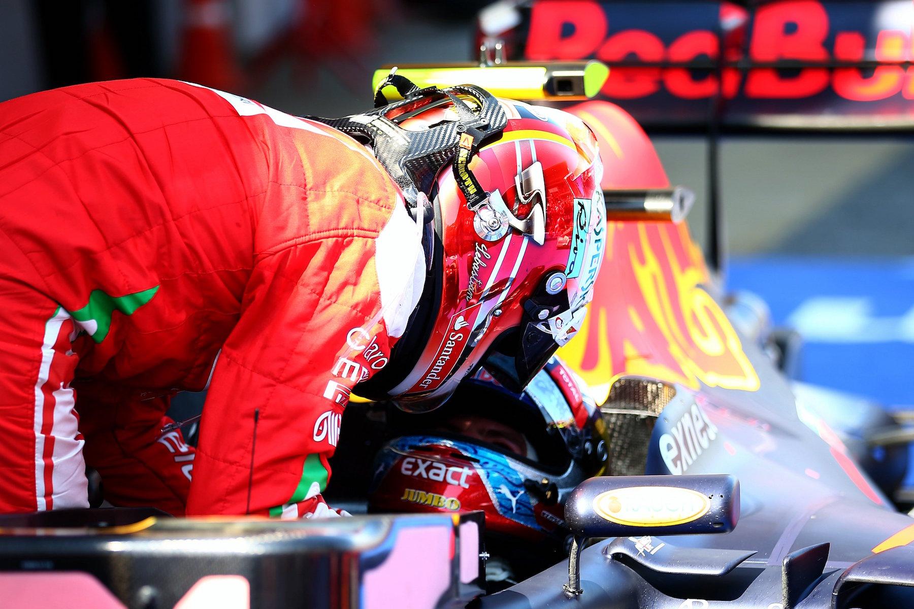Salracing   Kimi Raikkonen congratulating Max Verstappen