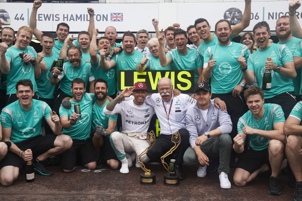 Salracing - Mercedes team celebrating