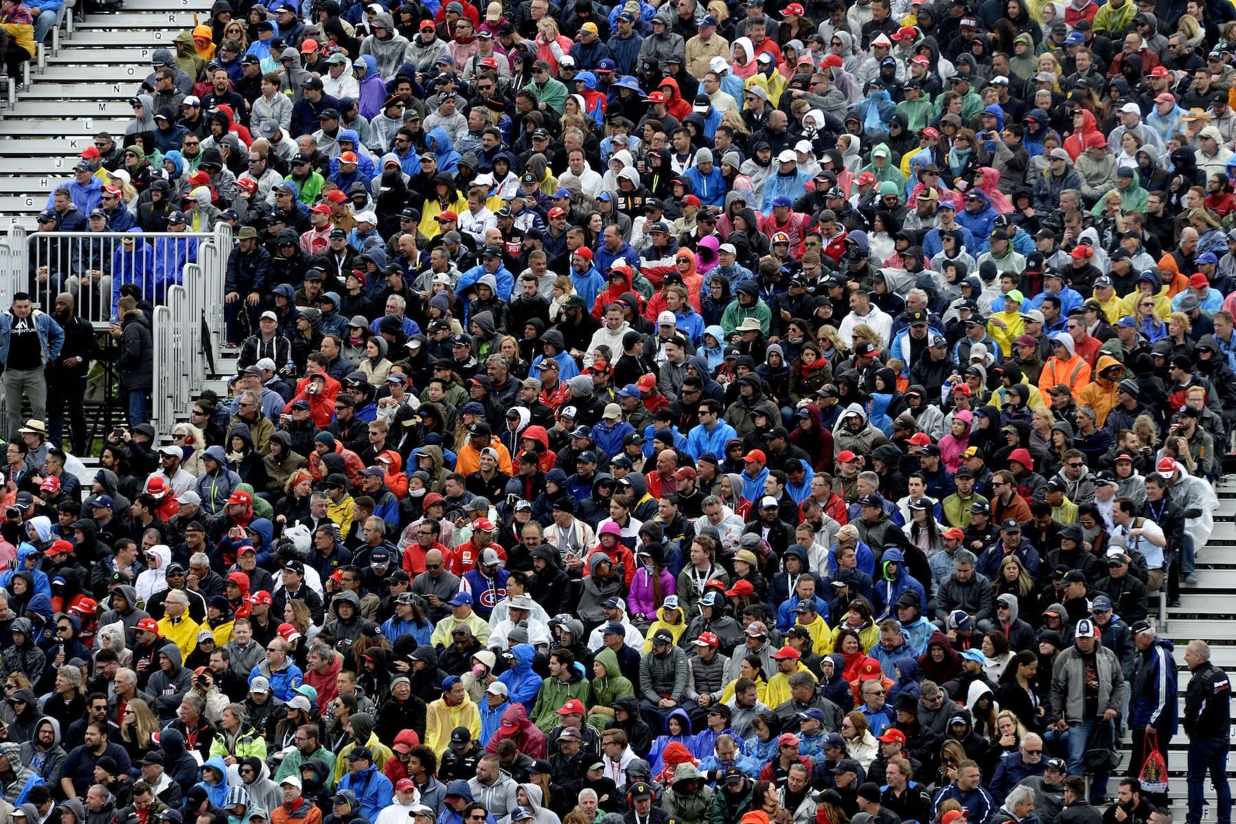 Salracing - F1 Fans in grandstand