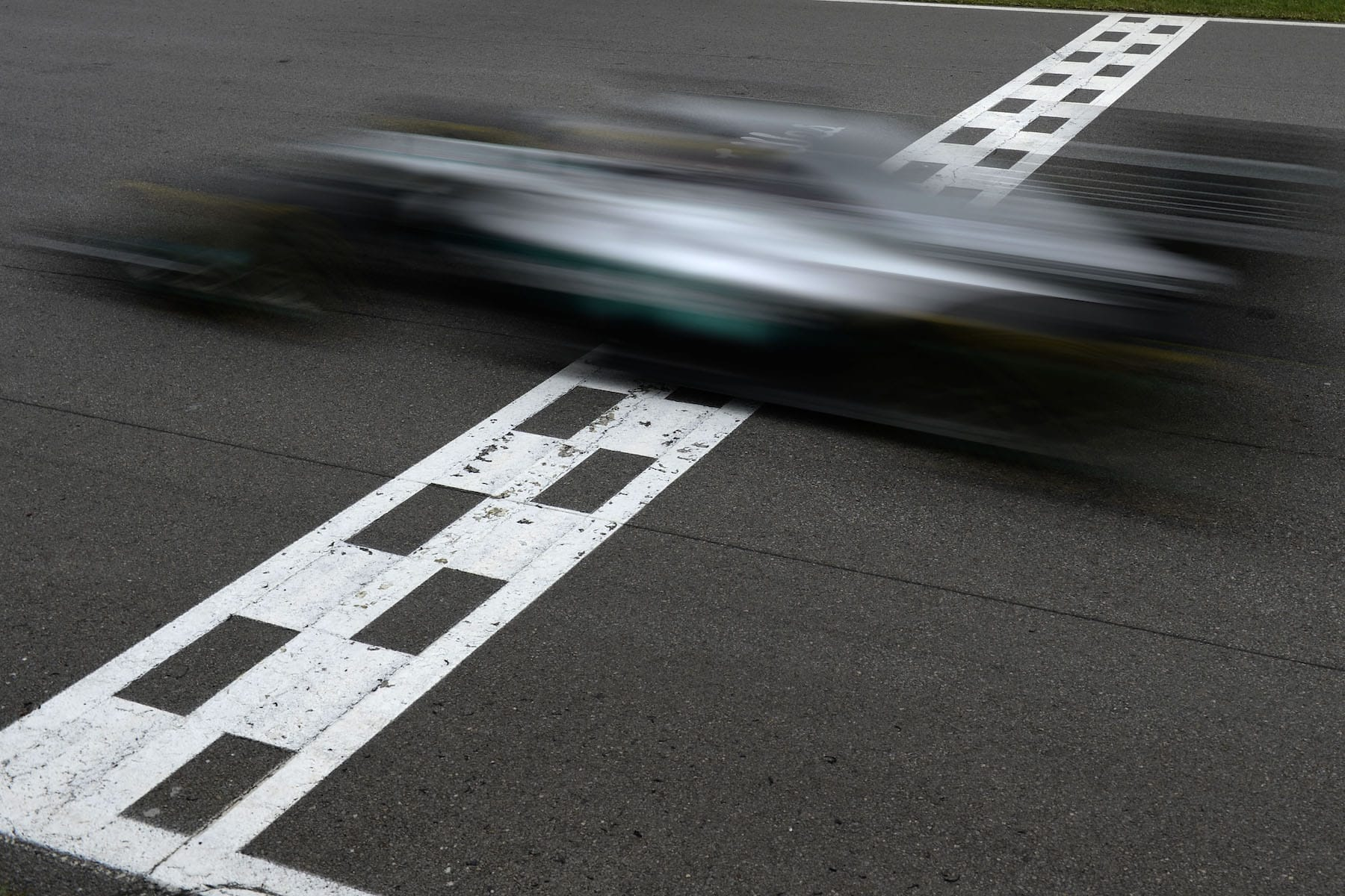 Salracing - Lewis Hamilton crossing the finish line at speed