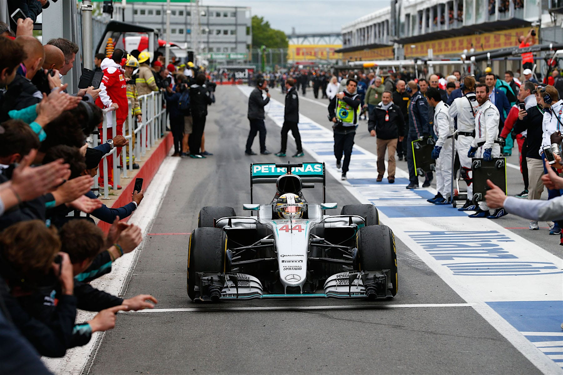 Salracing - Lewis Hamilton arriving at pit-lane