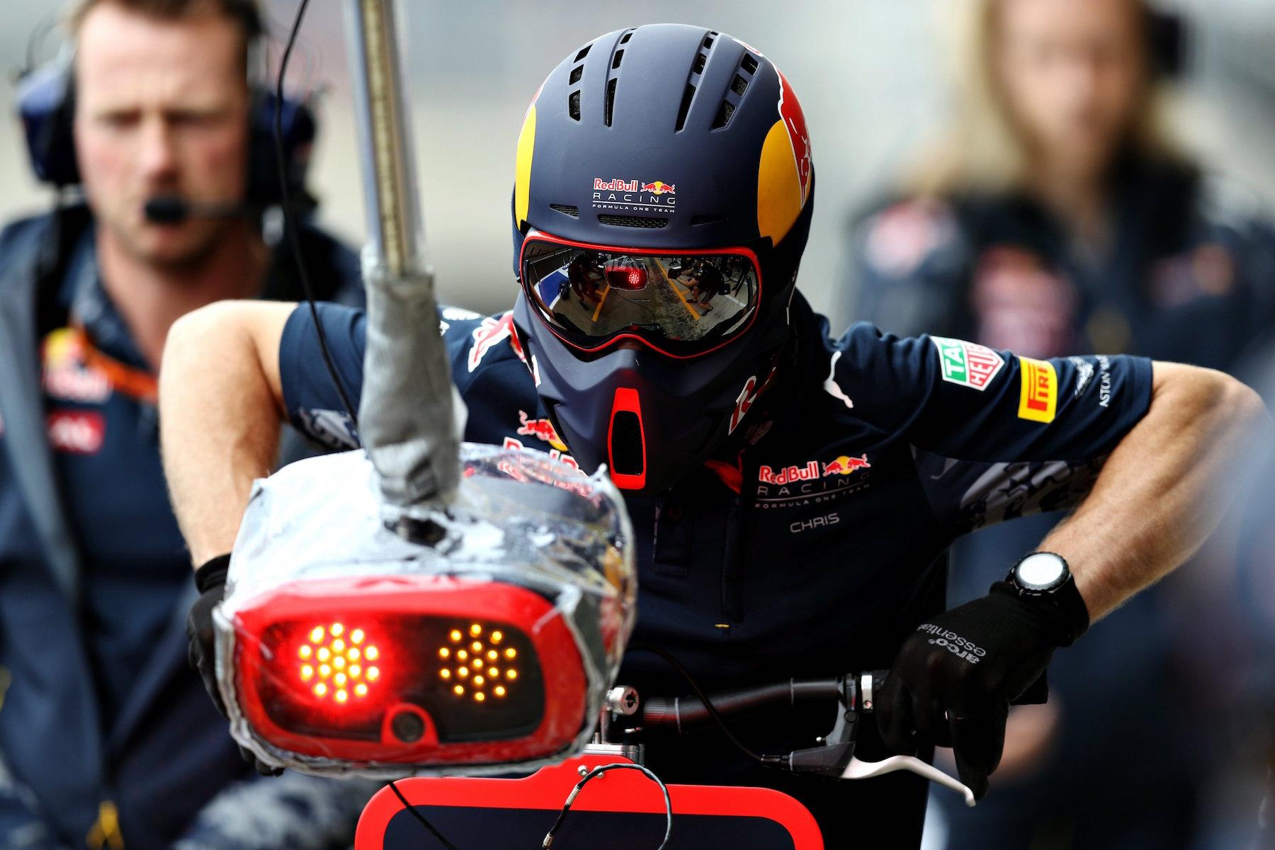 Salracing | Red Bull Racing mechanics