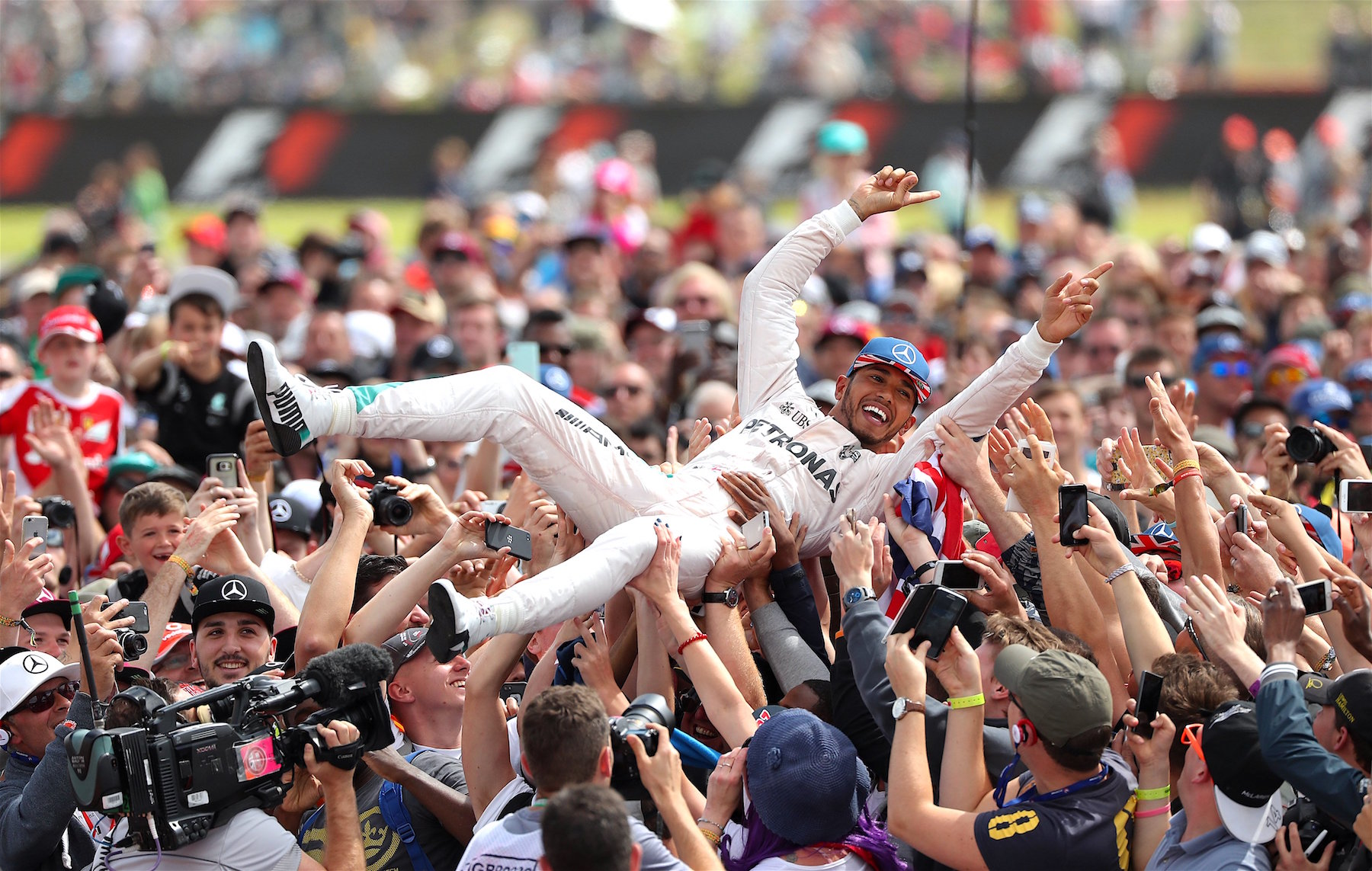 Salracing | Lewis Hamilton crowd surfing