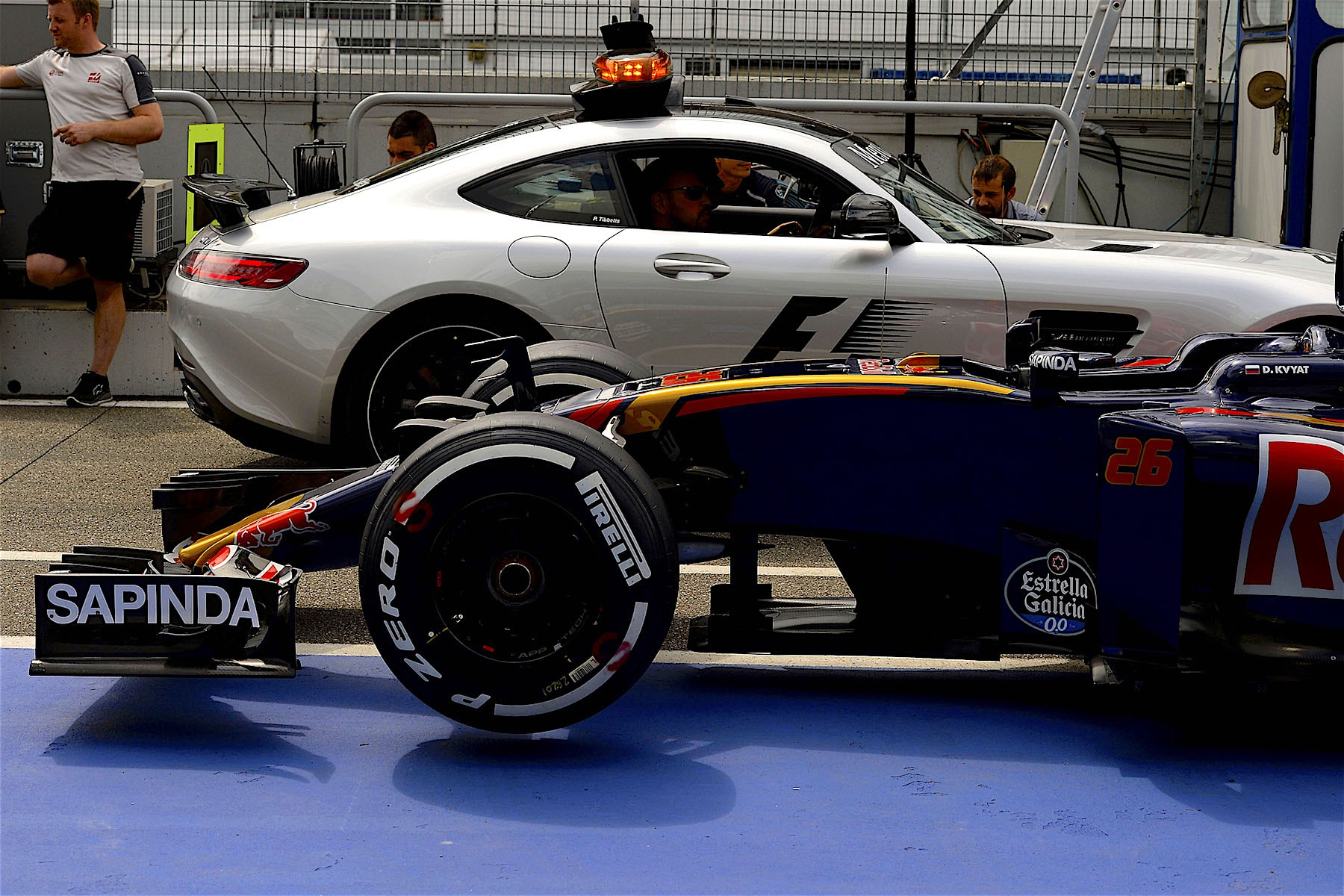 Salracing - A Toro Rosso and the FIA Safety car
