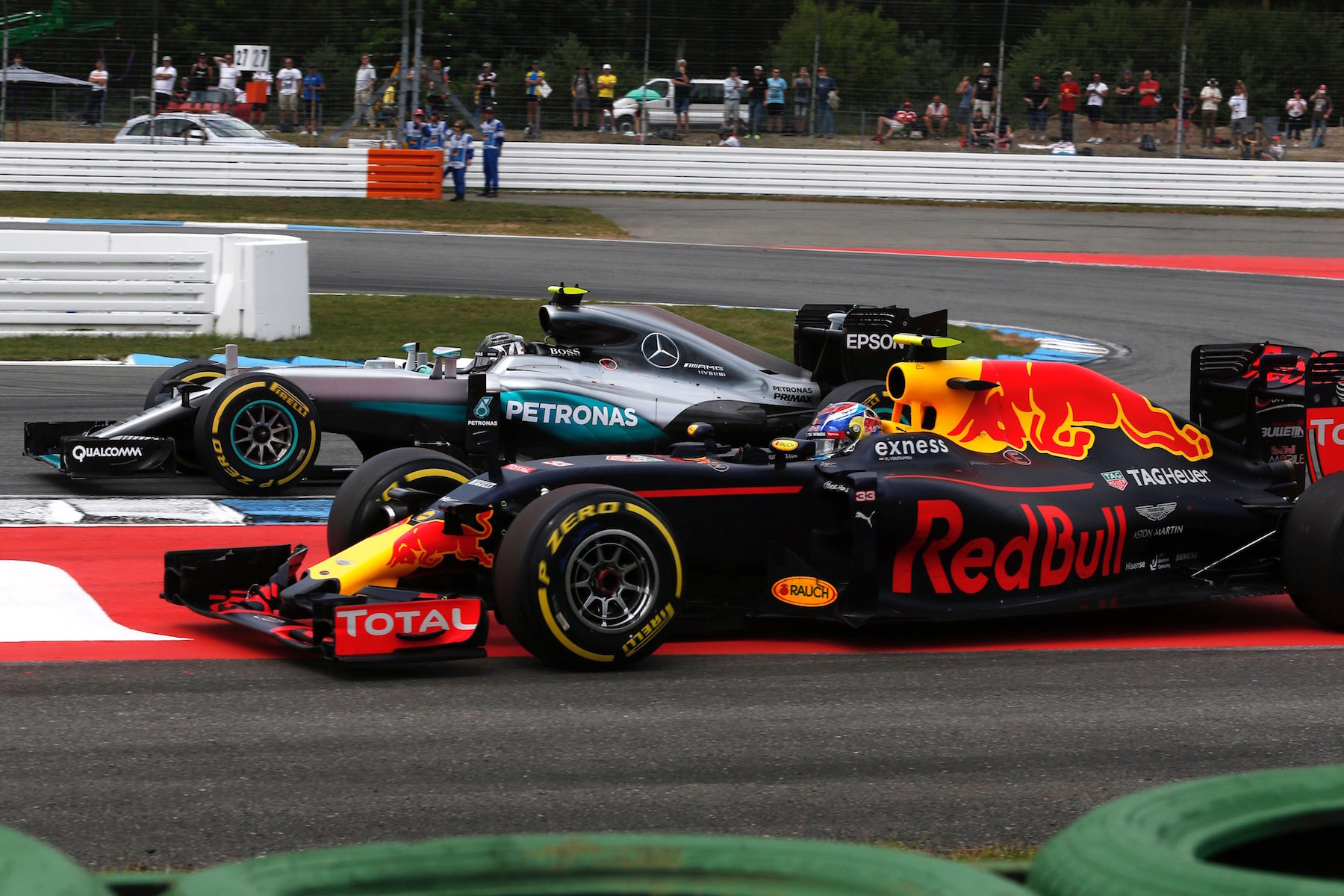 Salracing - Nico Rosberg overtaking Max Verstappen