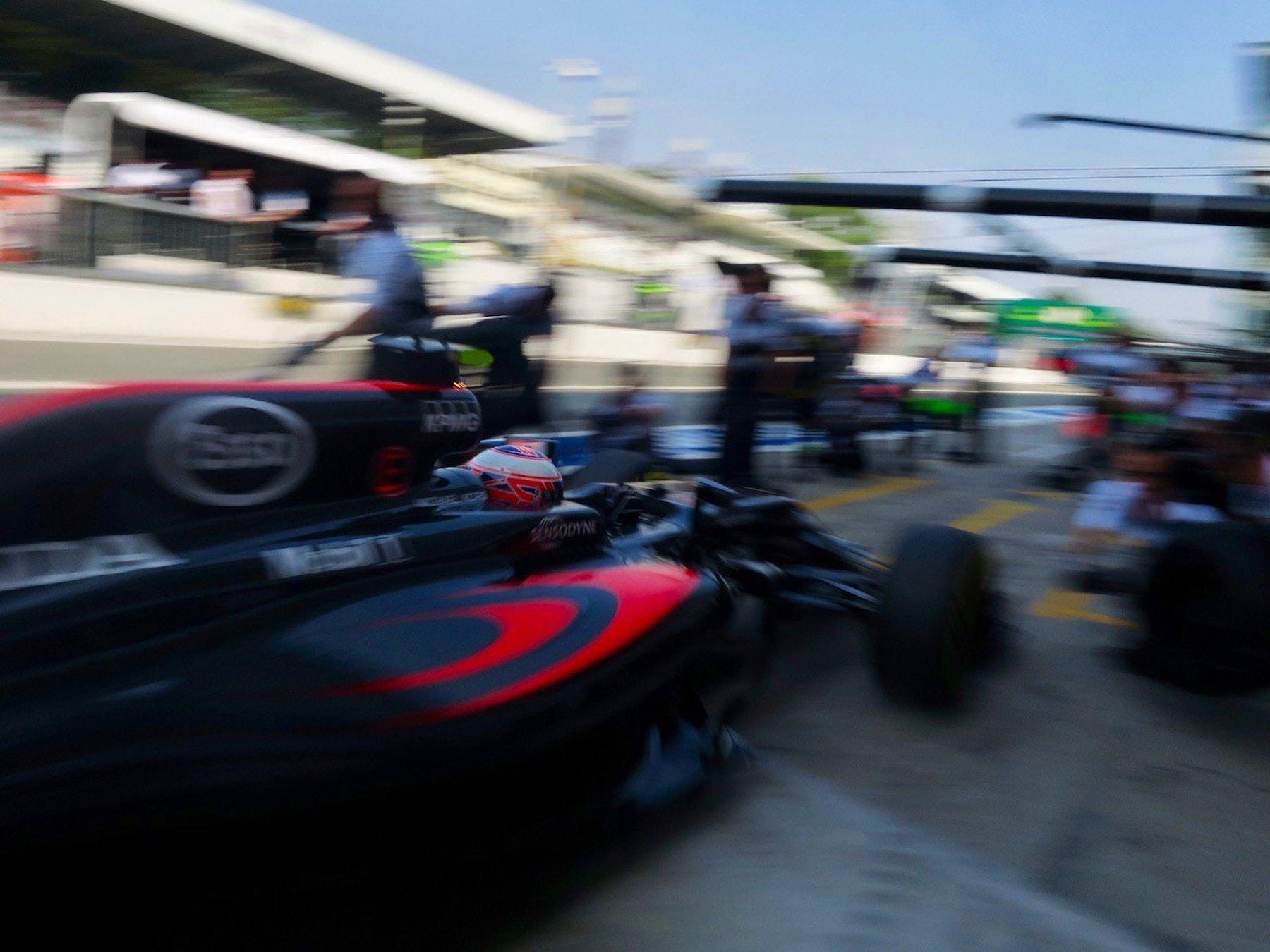 Salracing - McLaren pitstop practice
