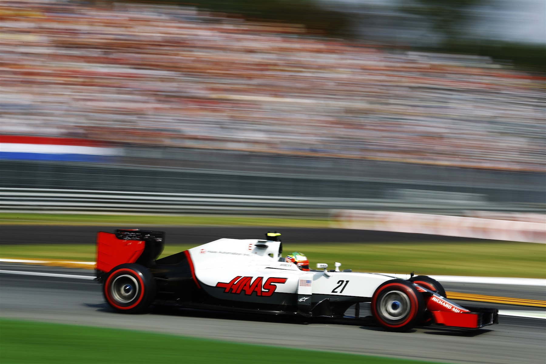 Salracing - Esteban Gutierrez | Haas F1 Team