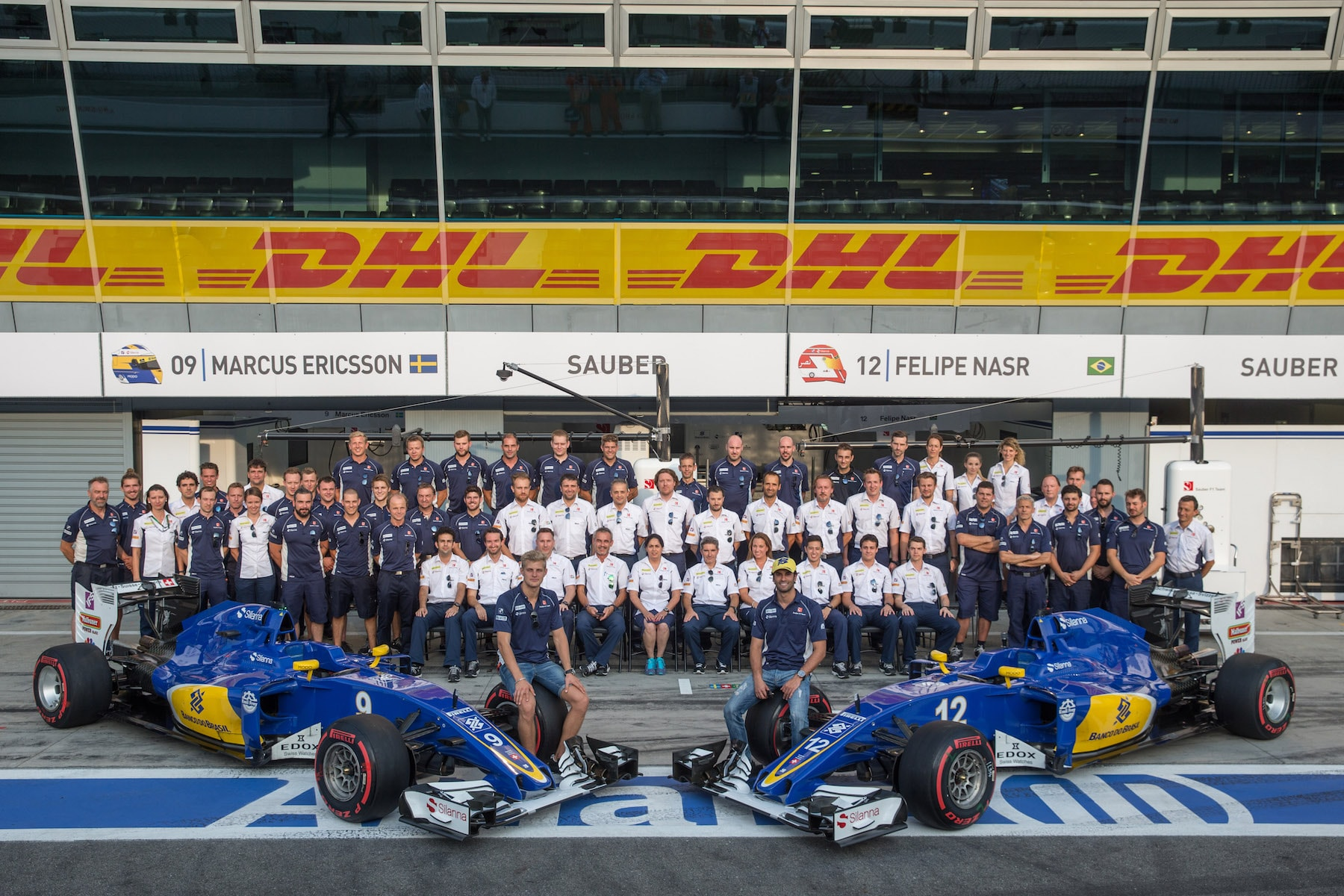 Salracing - Sauber F1 Team family picture