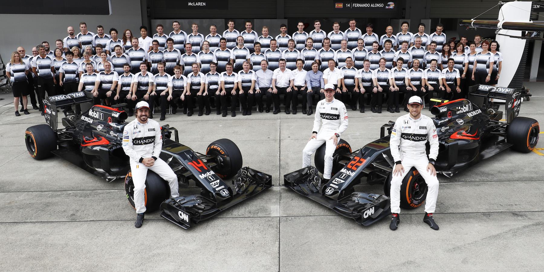 Salracing - McLaren-Honda family photo