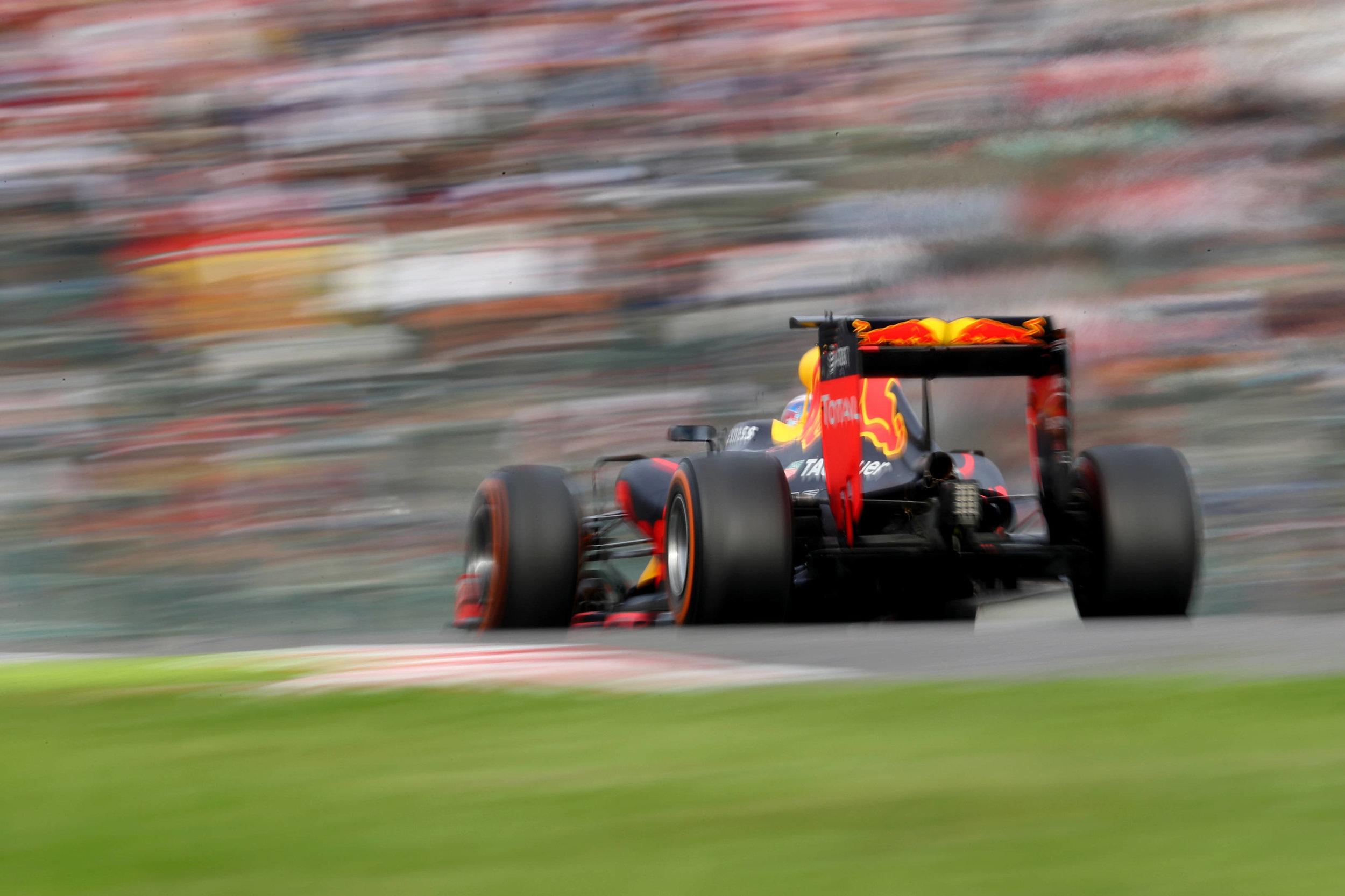 2016 Daniel Ricciardo | Red Bull RB12 | 2016 JapaneseGP P6 2.jpg