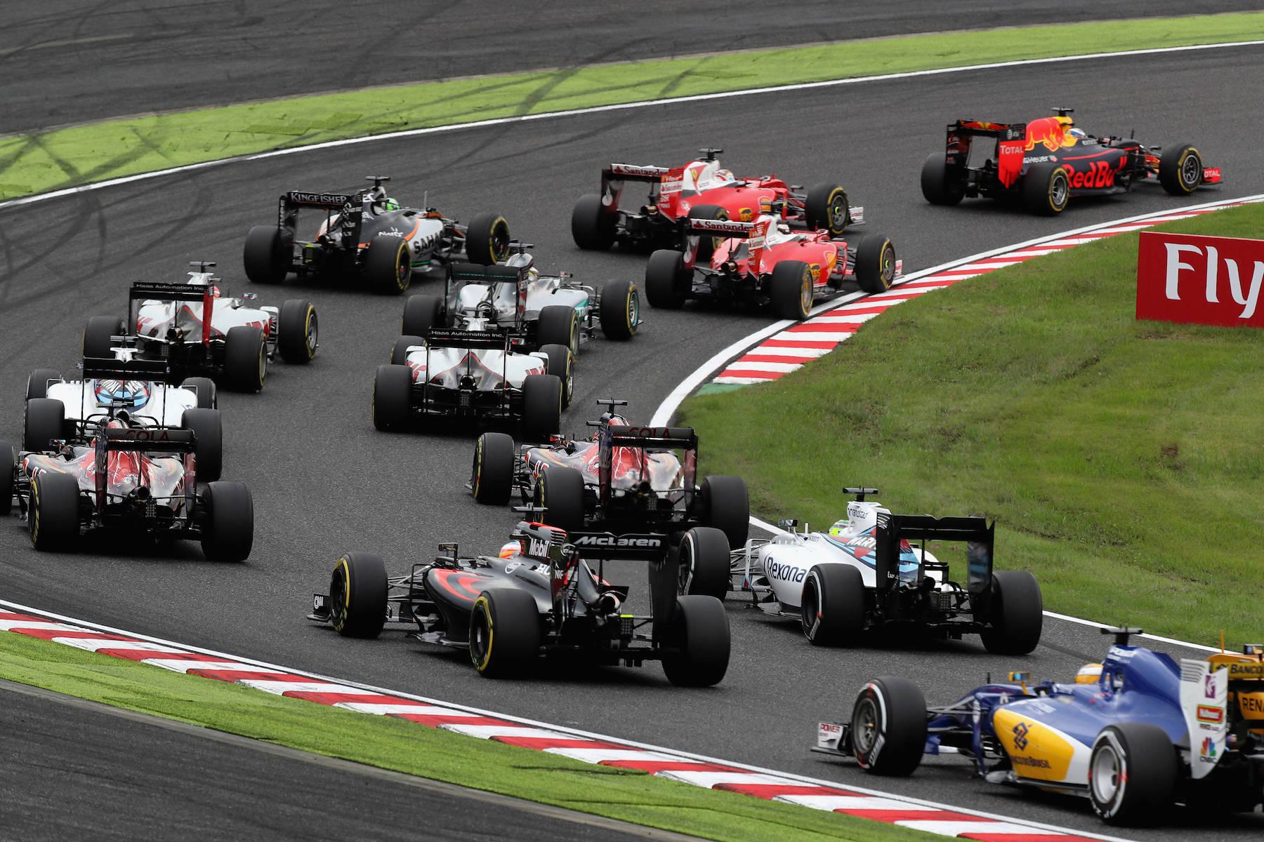 Salracing - 2016 Japanese Grand Prix first curve