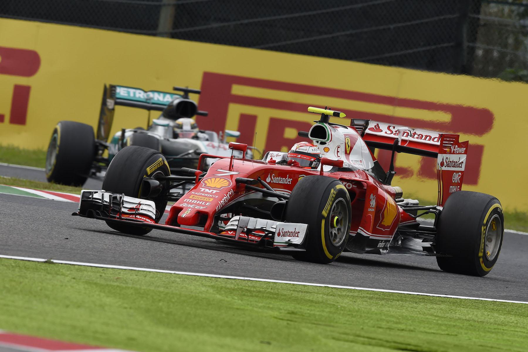 Salracing - Raikkonen leading Hamilton