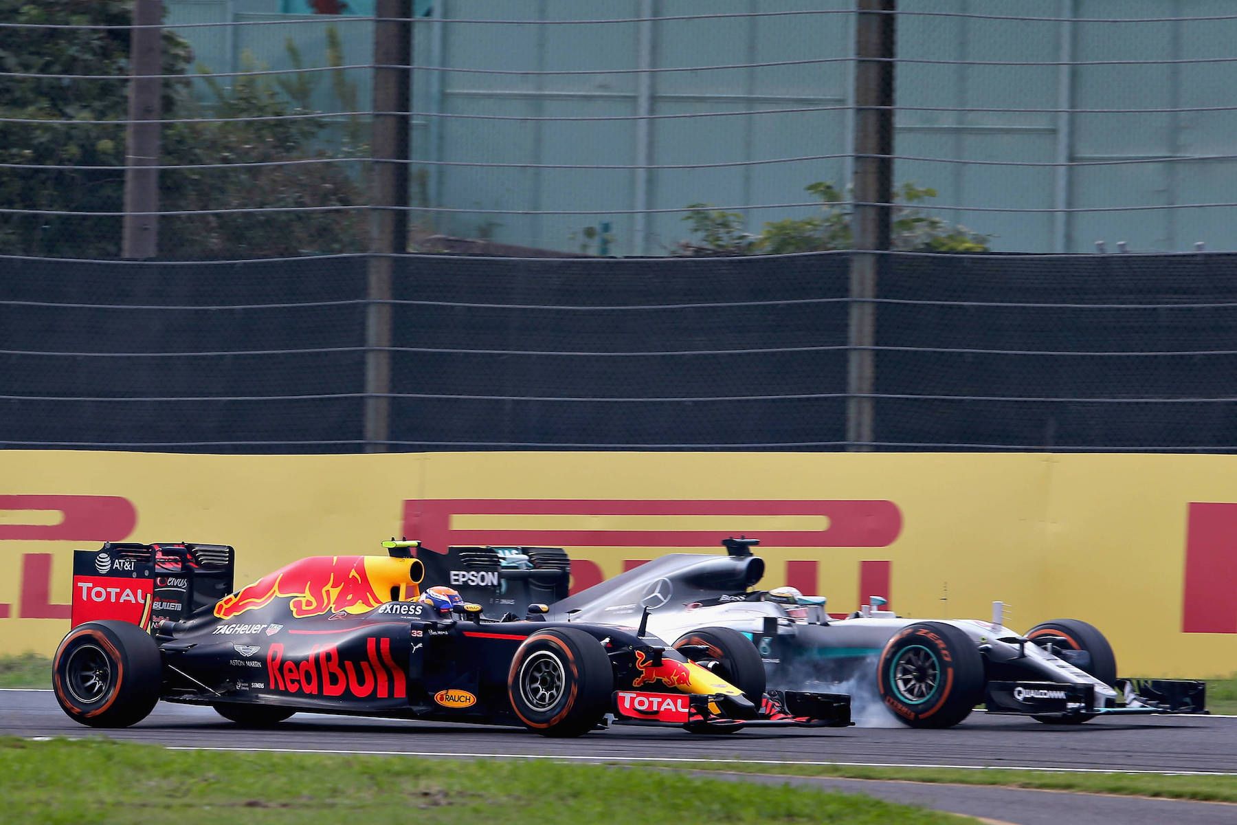 Salracing - Max Verstappen and Lewis Hamilton