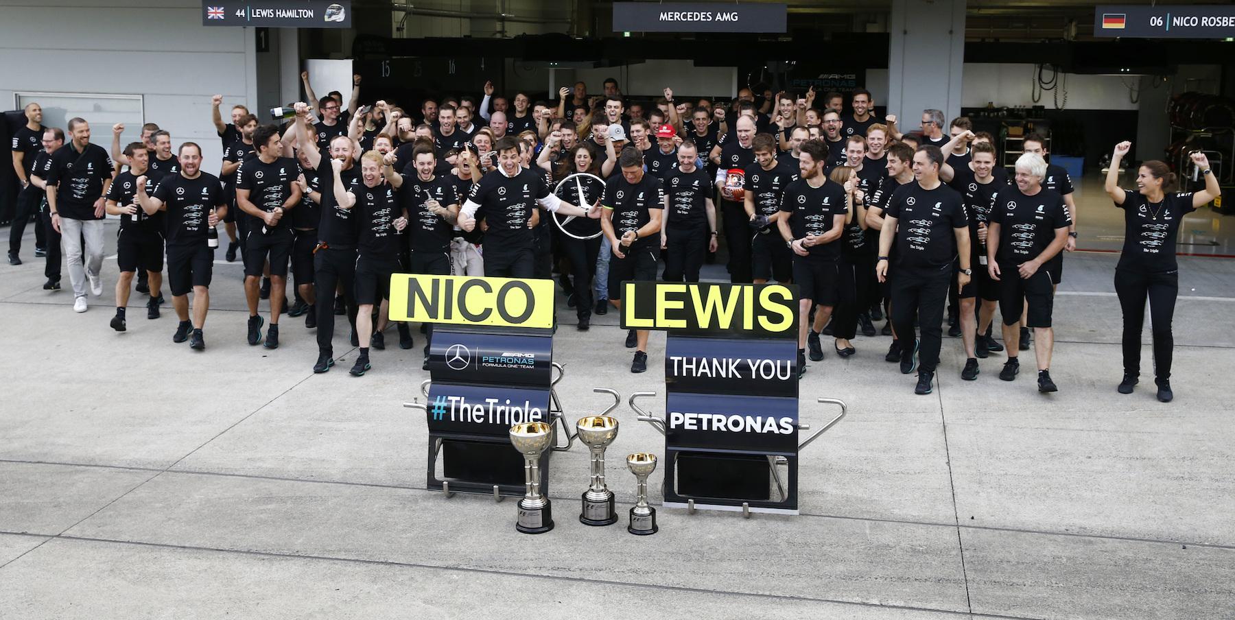 Salracing - Mercedes Team celebrating at Suzuka