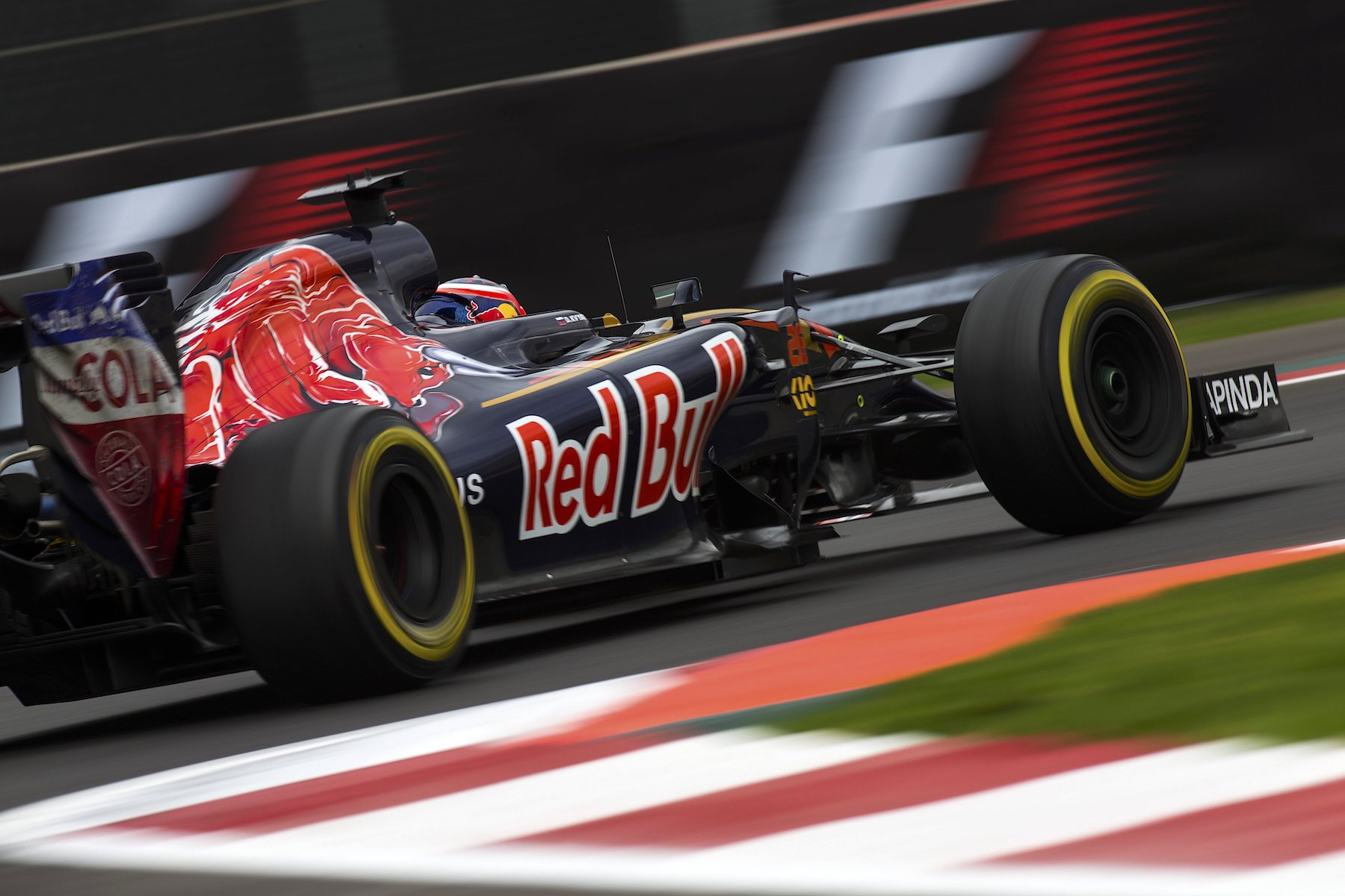 Salracing - Daniil Kvyat   Scuderia Toro Rosso