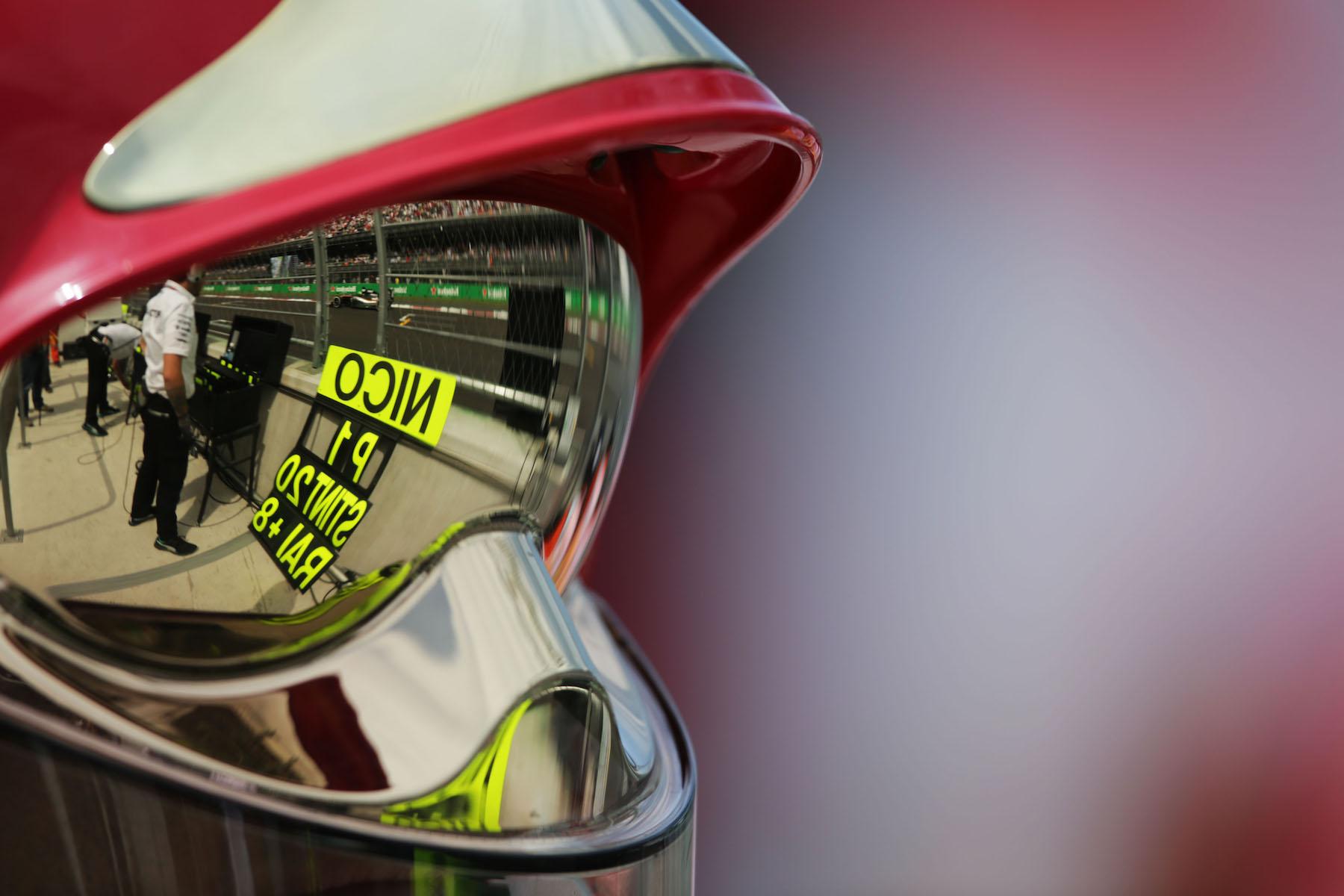 Salracing - Reflection on a helmet