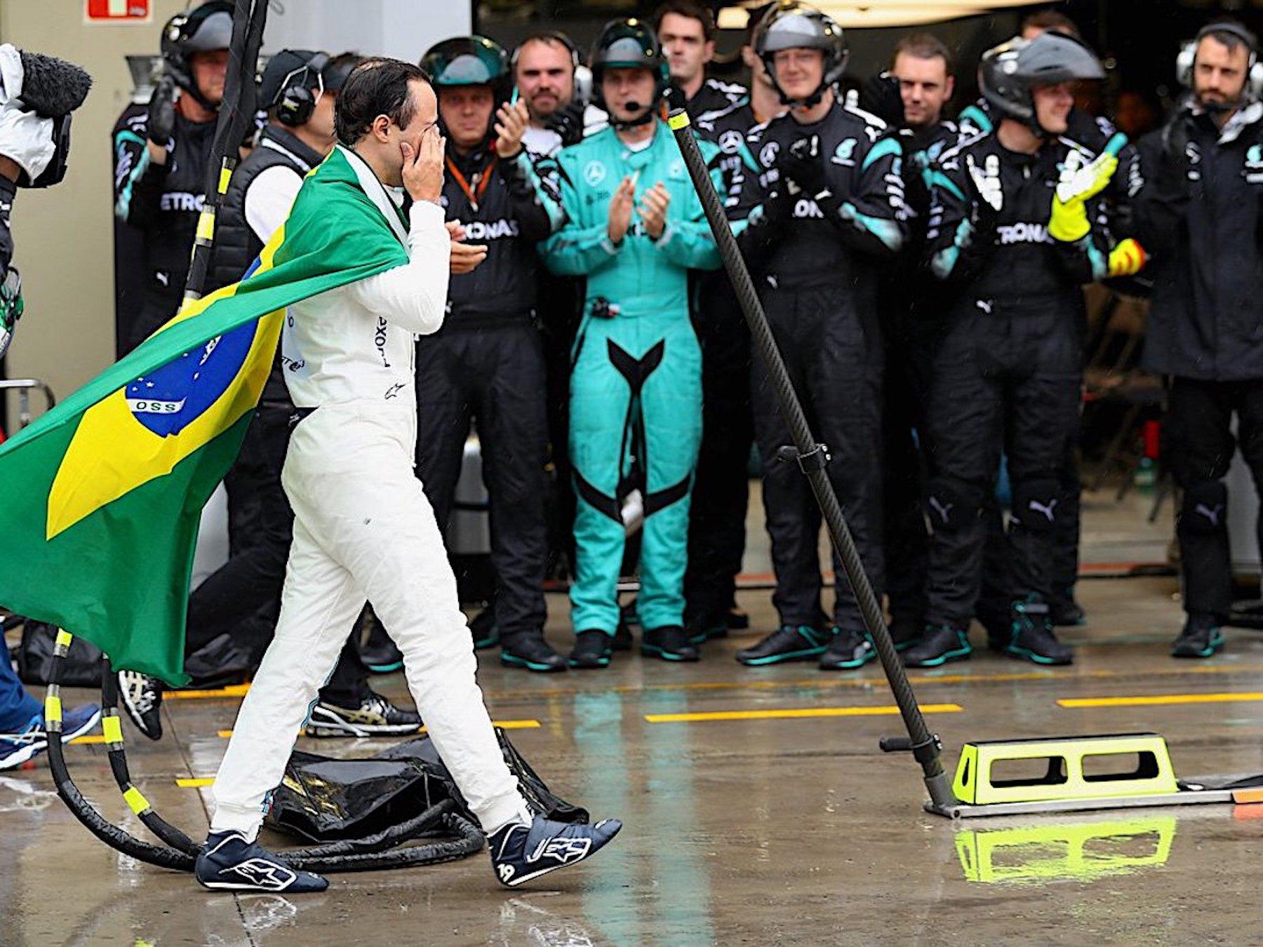 Salracing - Felipe Massa being applauded by all teams