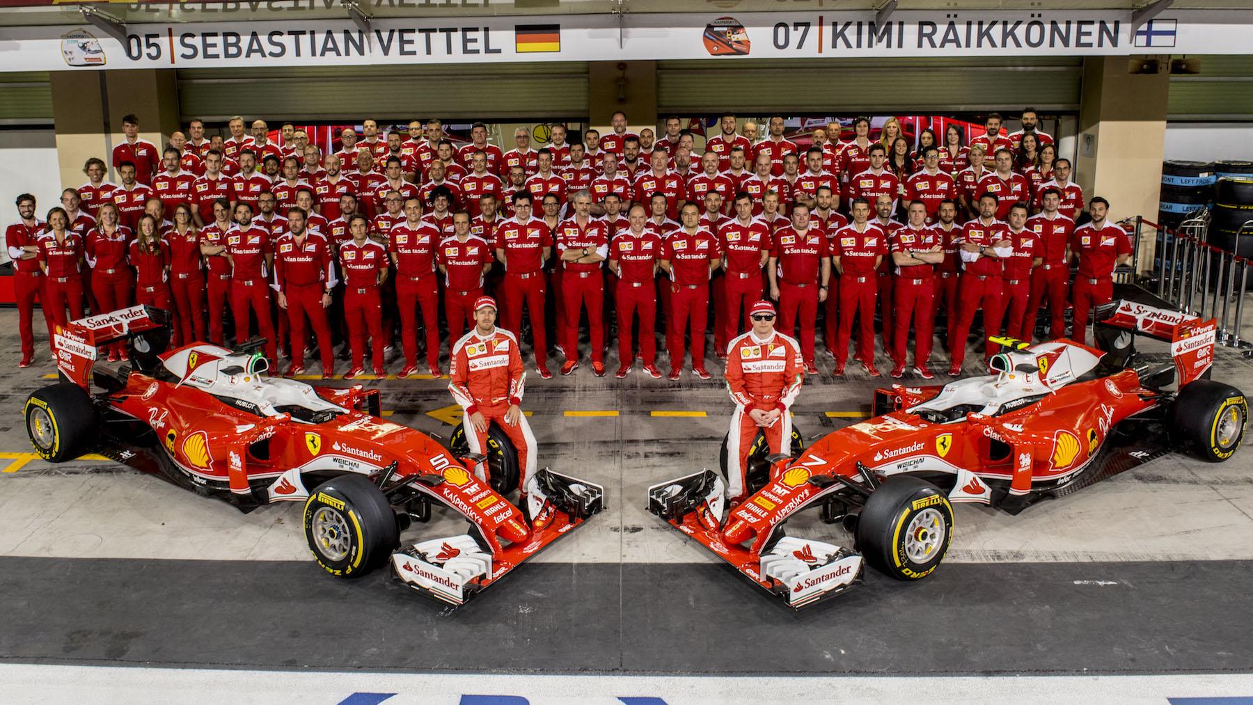 Salracing - Scuderia Ferrari family photo