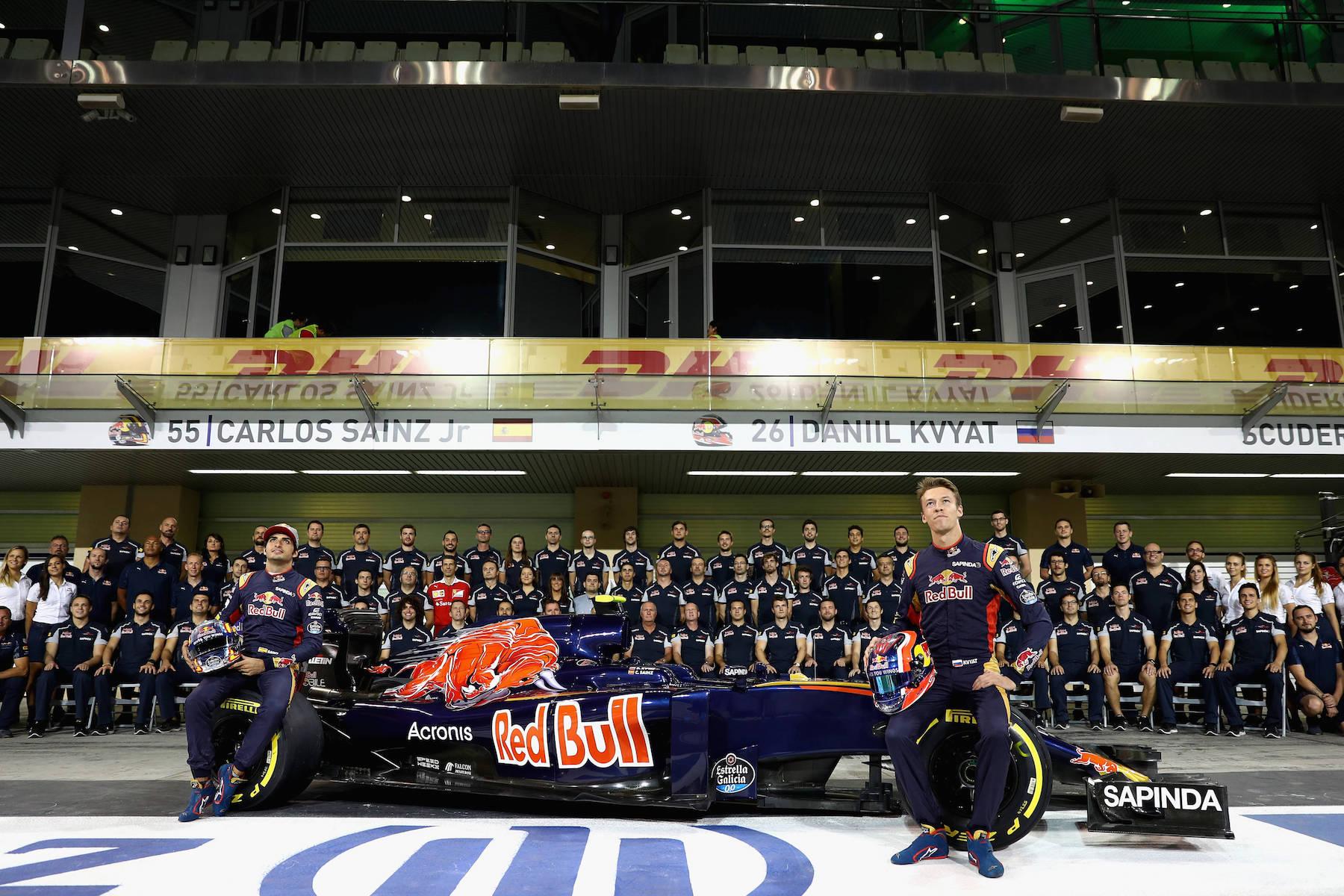 Salracing - Scuderia Toro Rosso family photo