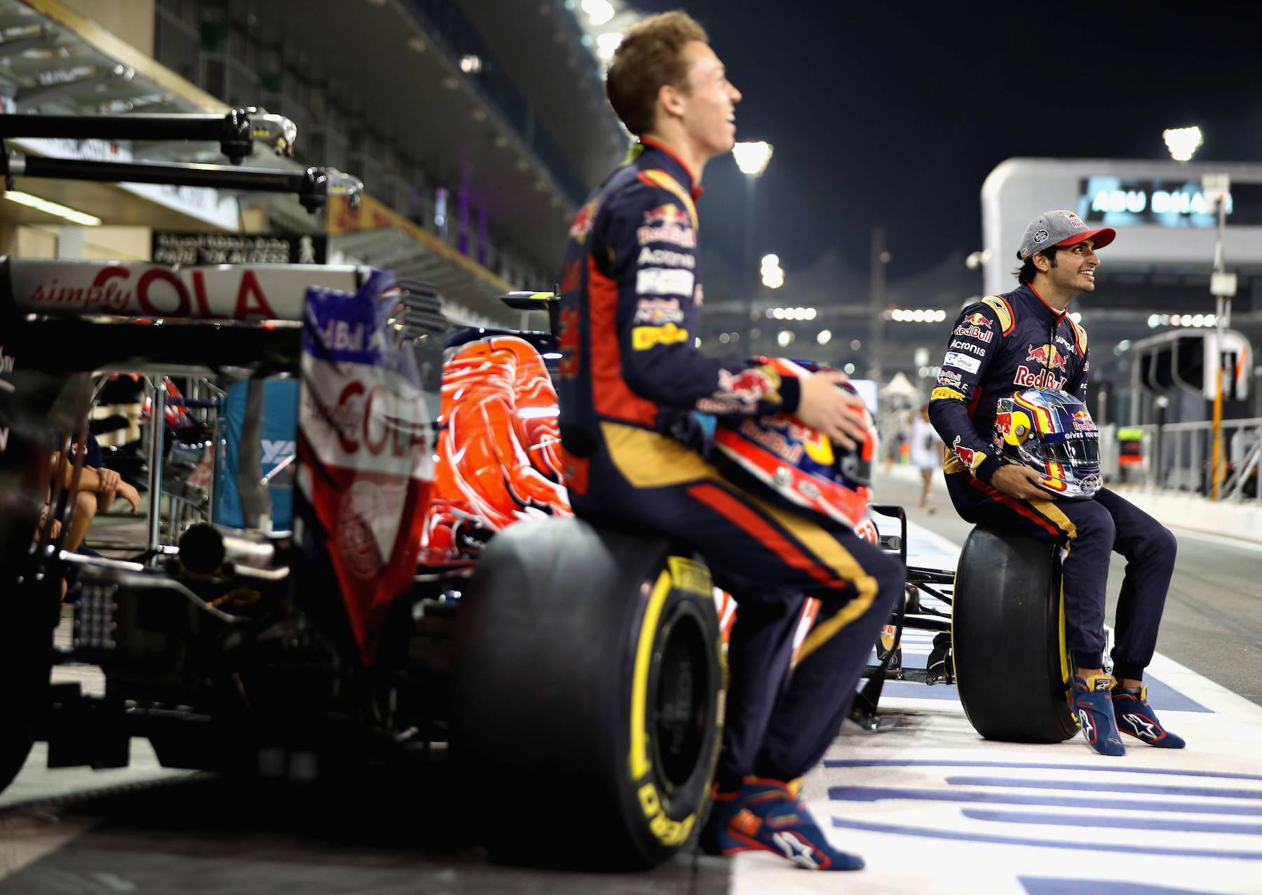 Salracing - Scuderia Toro Rosso team photo