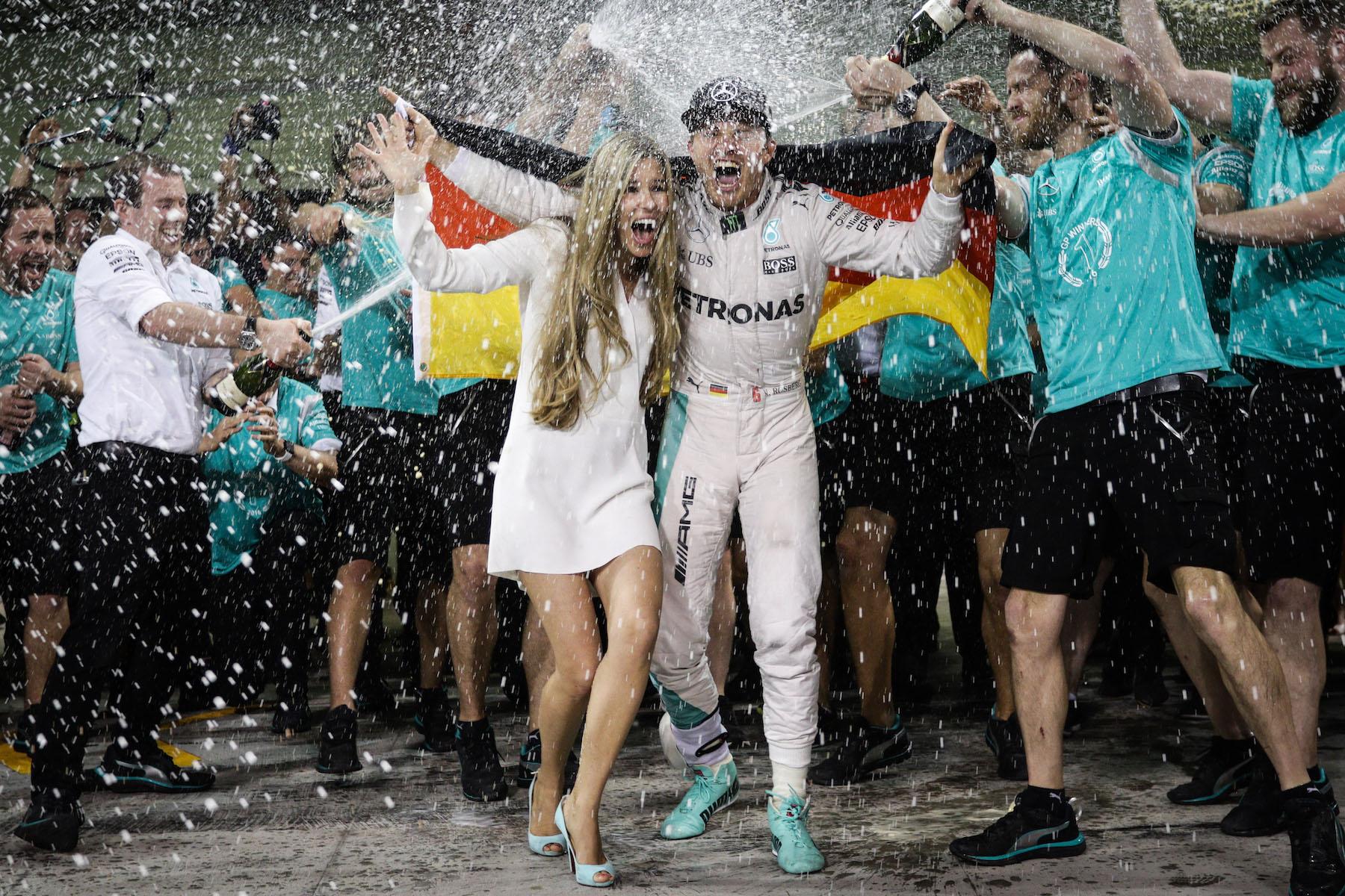 Salracing - Nico Rosberg celebrating his World title