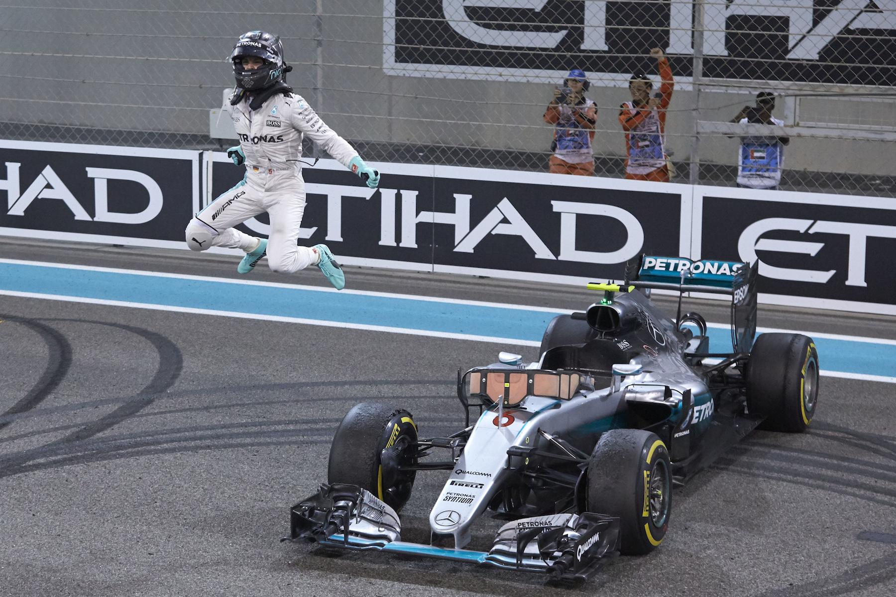 2016 World Drivers' Champion: 🇩🇪 Nico Rosberg